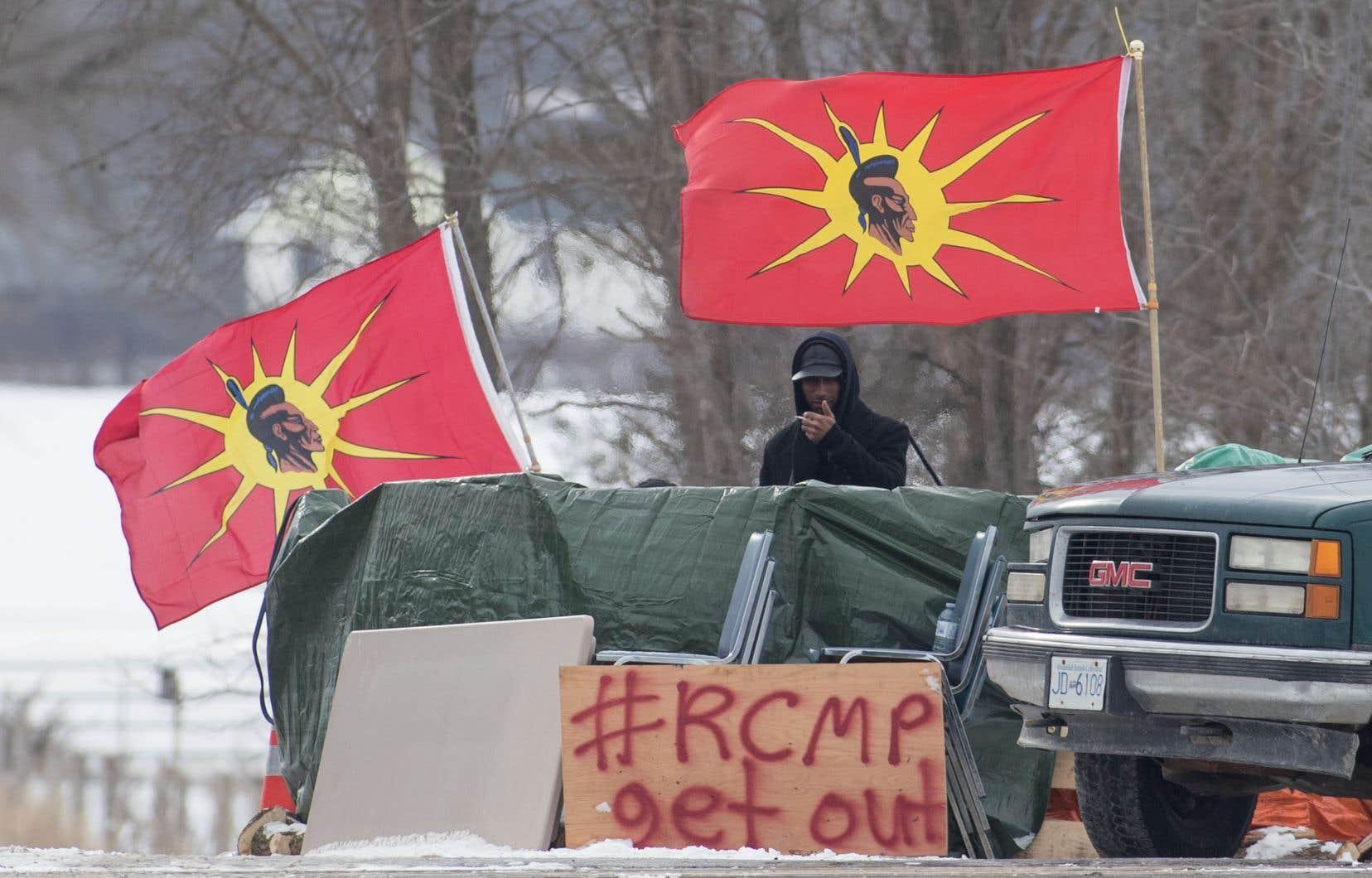Le blocus mené par les Mohawks sur le territoire de Tyendinaga se poursuivait lundi près de Belleville, en Ontario.