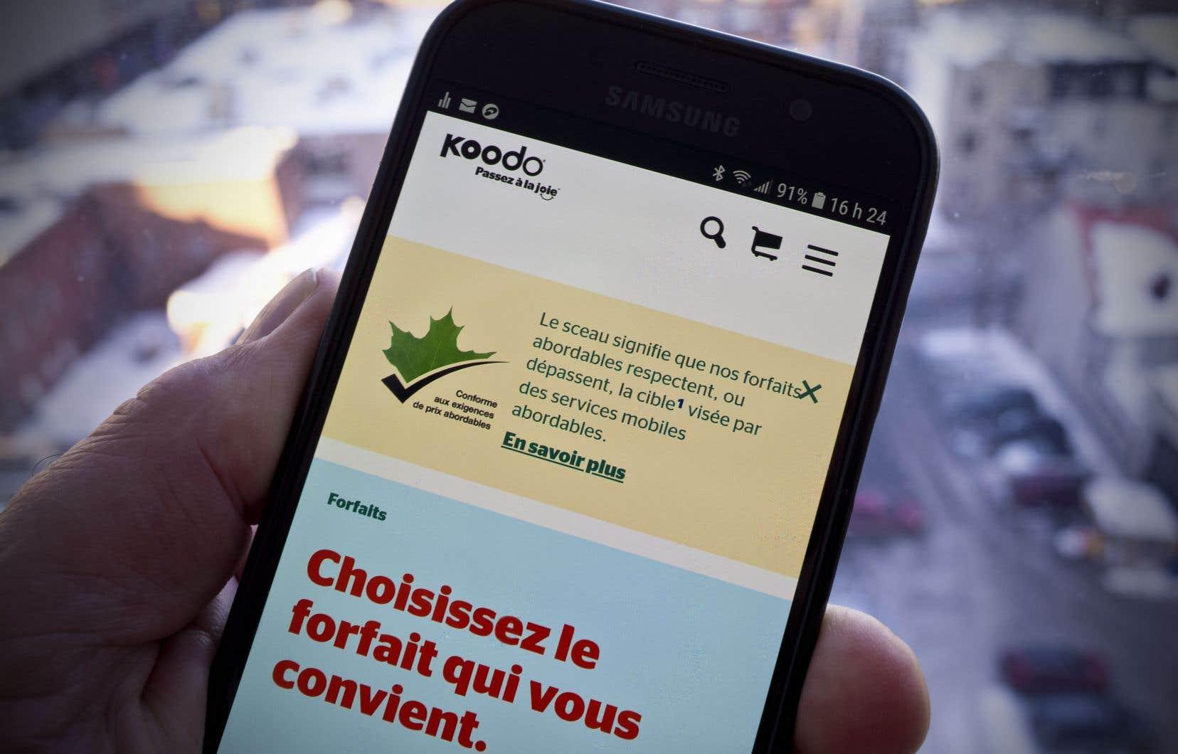 Telus et ses marques affiliées Koodo et Public Mobile ont récemment placé sur leur site Web un sceau «conforme aux exigences de prix abordables».