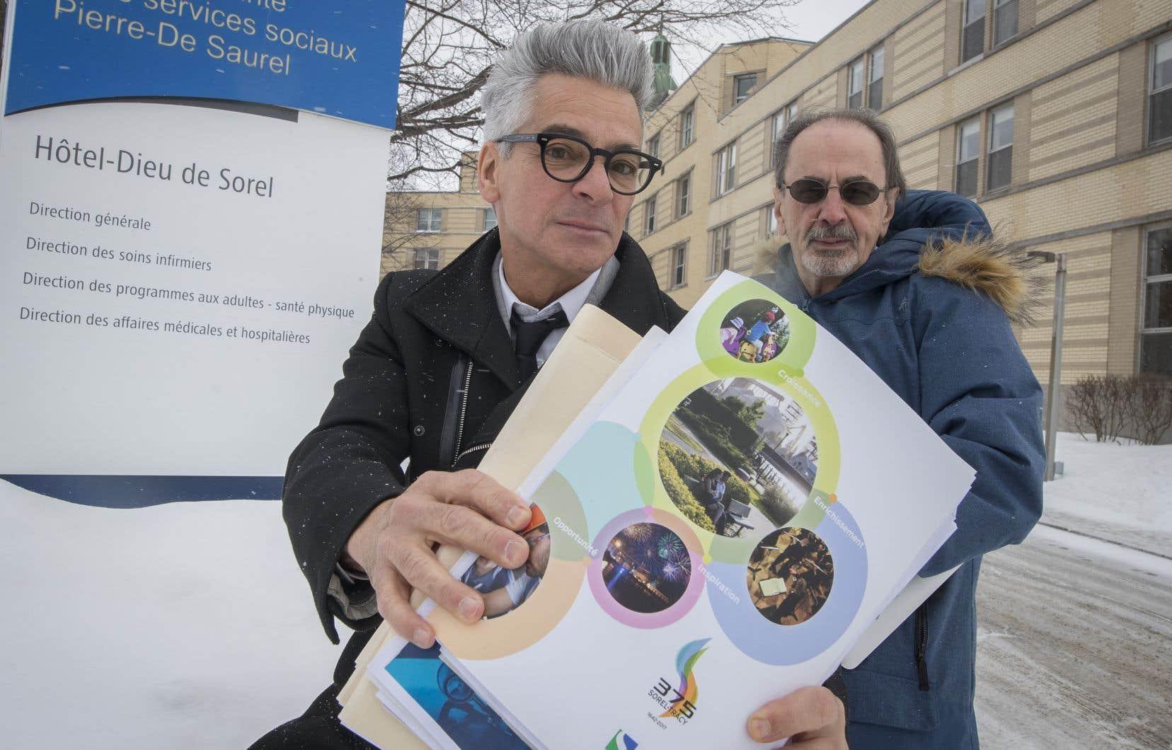 Le maire de Sorel-Tracy, Serge Péloquin, et le DrJacques Godin se battent pour améliorer la qualité des services à l'Hôtel-Dieu de Sorel.
