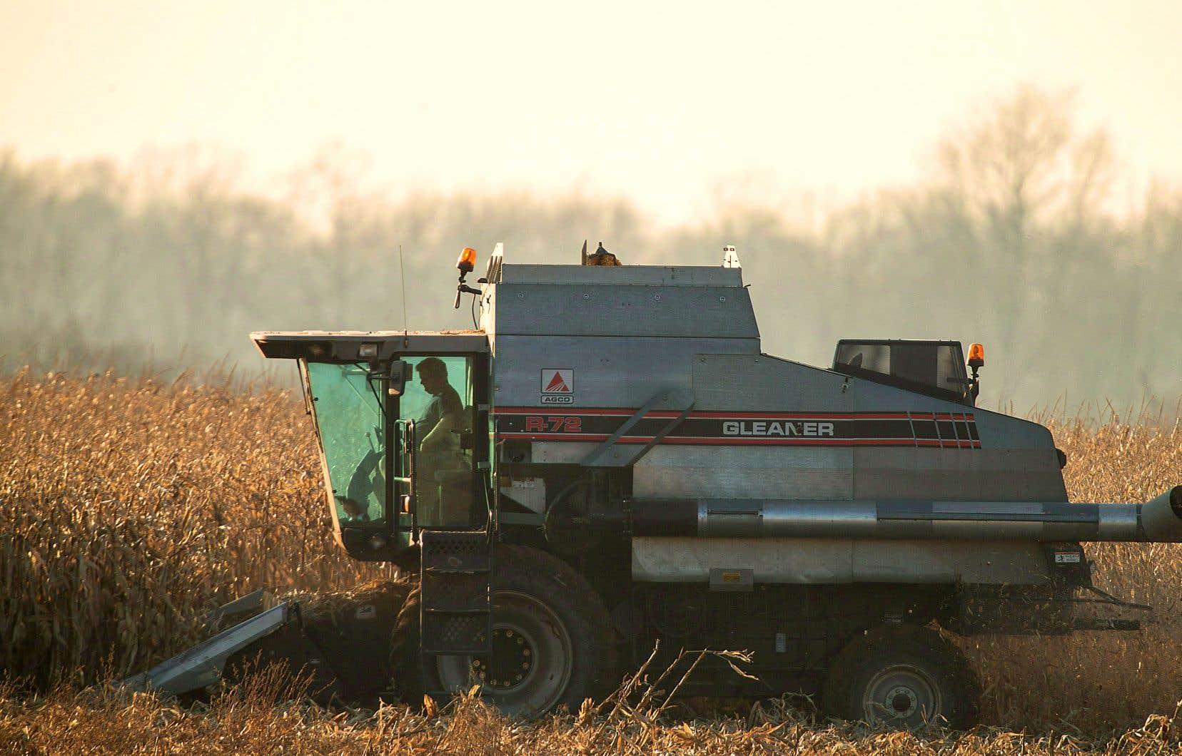 Le gouvernement caquiste avait accepté, en mars, de tenir une commission parlementaire pour examiner l'effet des pesticides sur la santé et l'environnement dans la foulée du congédiement de l'agronome Louis Robert.