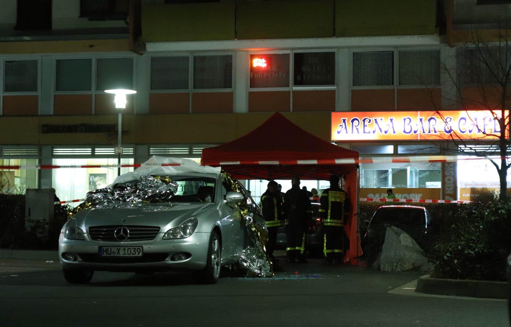 Ces deux fusillades auraient visé des bars à chicha de Hanau et auraient fait au moins cinq blessés graves, selon des médias locaux.