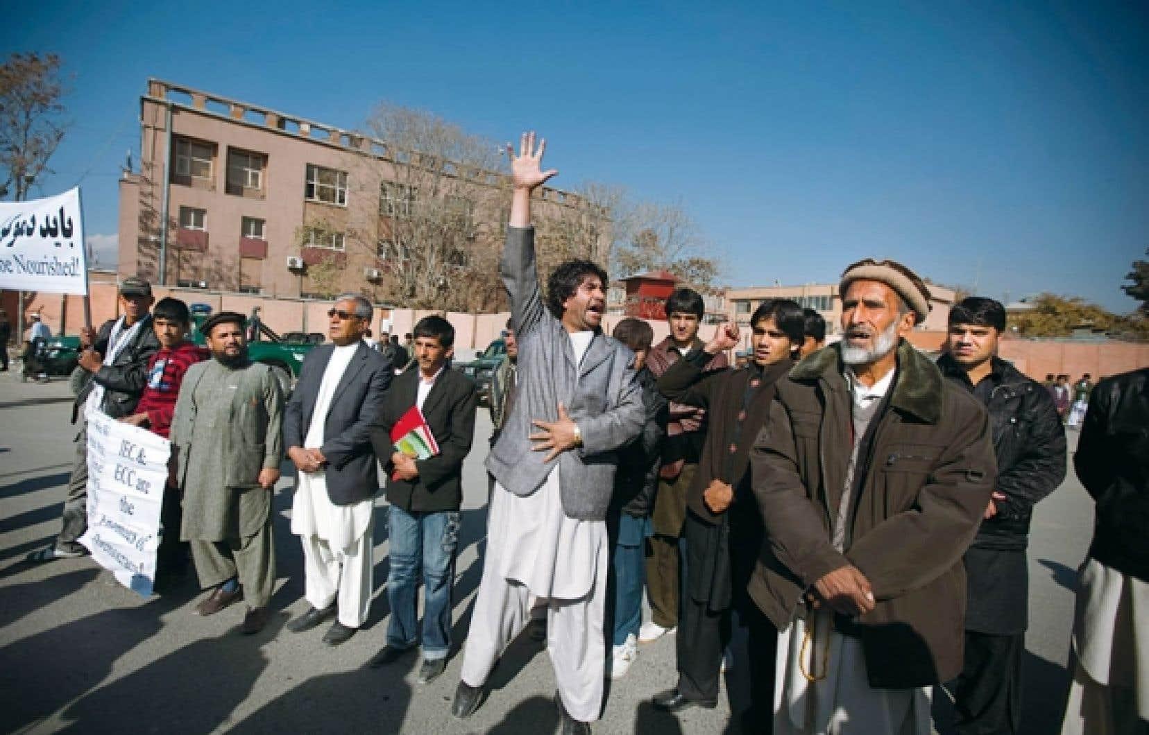 Des candidats défaits et leurs partisans ont protesté à Kaboul contre la corruption lors du scrutin.<br />