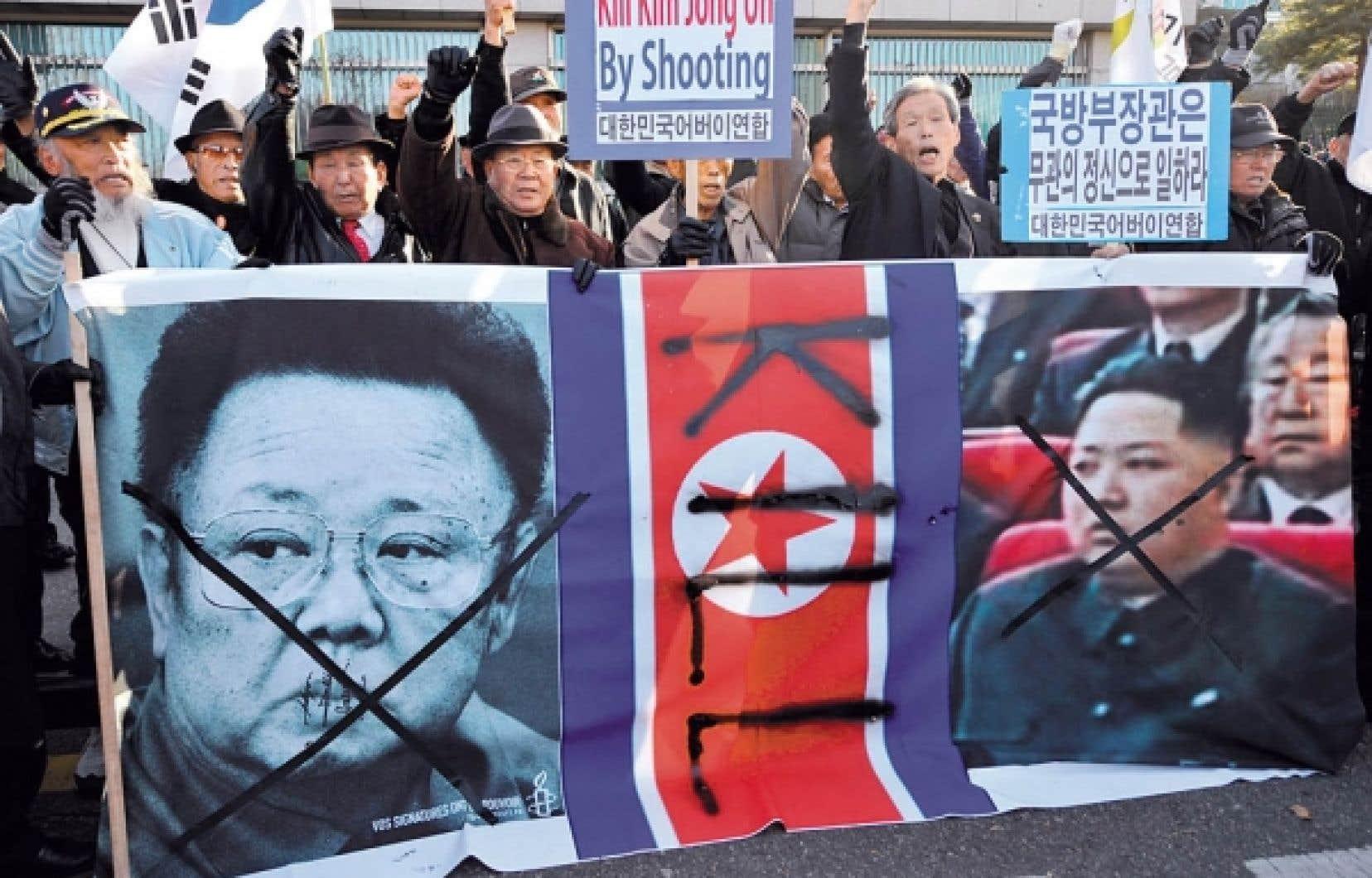 À Séoul hier, des manifestants ont protesté contre l'attaque de la Corée du Nord.<br />