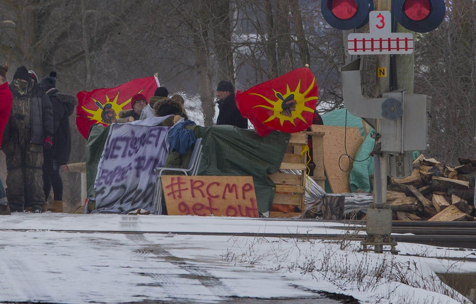 «On a l'impression que les Autochtones s'opposent aux Québécois et aux Canadiens et non aux compagnies et à l'État qui désirent encore une fois spolier leurs terres», soutient l'auteur.