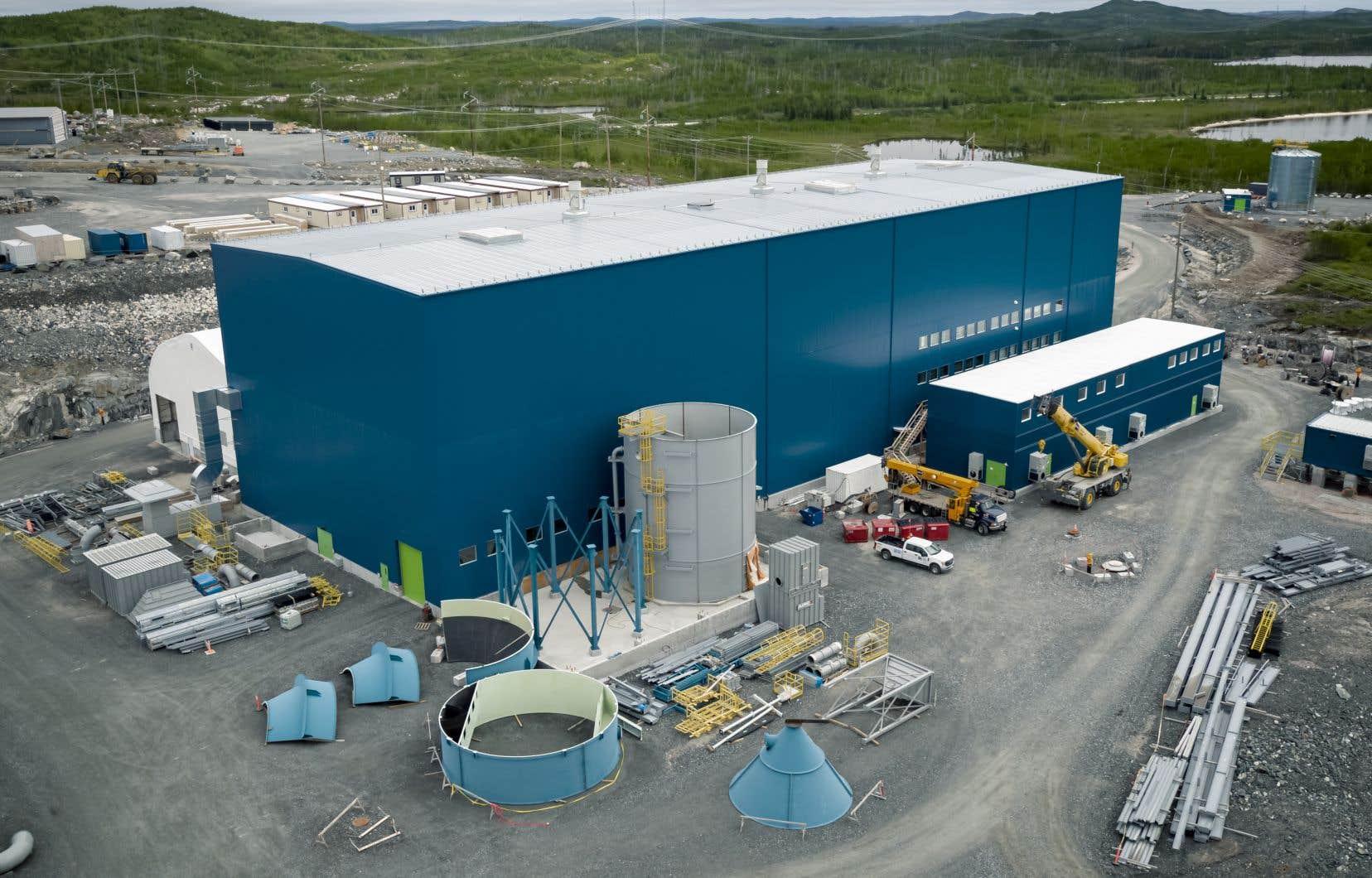 Nemaska Lithium est à la recherche de 1,1milliard dans le but de pouvoir transformer, dans une usine électrochimique à Shawinigan, du minerai de spodumène extrait de la mine Whabouchi en sels de lithium à valeur ajoutée.