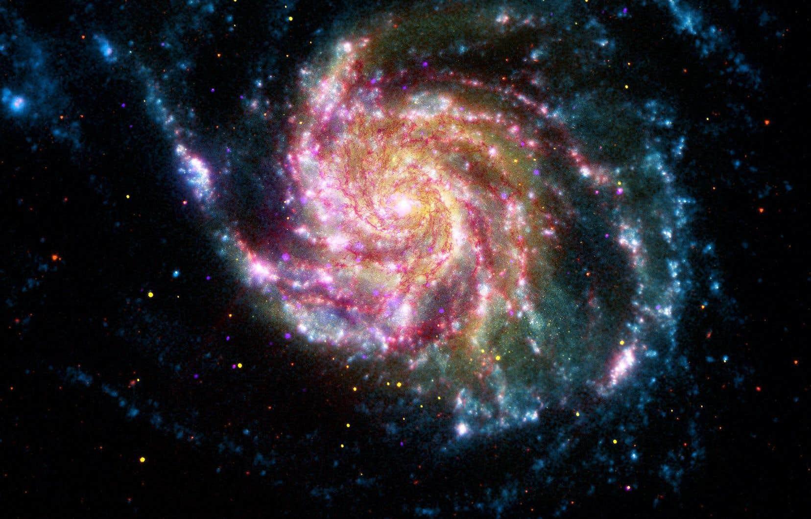 Lorsque des chercheurs se sont aperçus que les étoiles tournaient autour du centre de leur galaxie plus vite que ce que prédisaient leur masse et la loi de la gravitation, ils ont compris qu'il devait y avoir une autre forme de matière invisible qui maintient la cohésion de l'ensemble des étoiles de la galaxie. Et ils ont nommé cette autre forme de matière invisible: matière noire ou matière sombre.