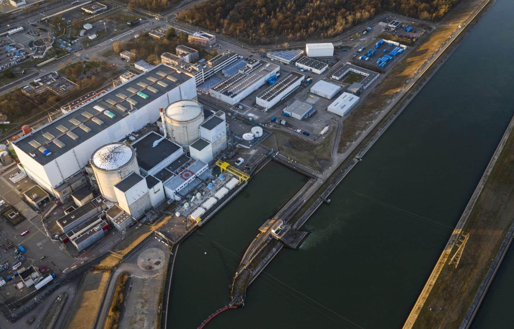 Le réacteur a été débranché du réseau électrique par la compagnie d'électricité EDF à 2h, heure locale.