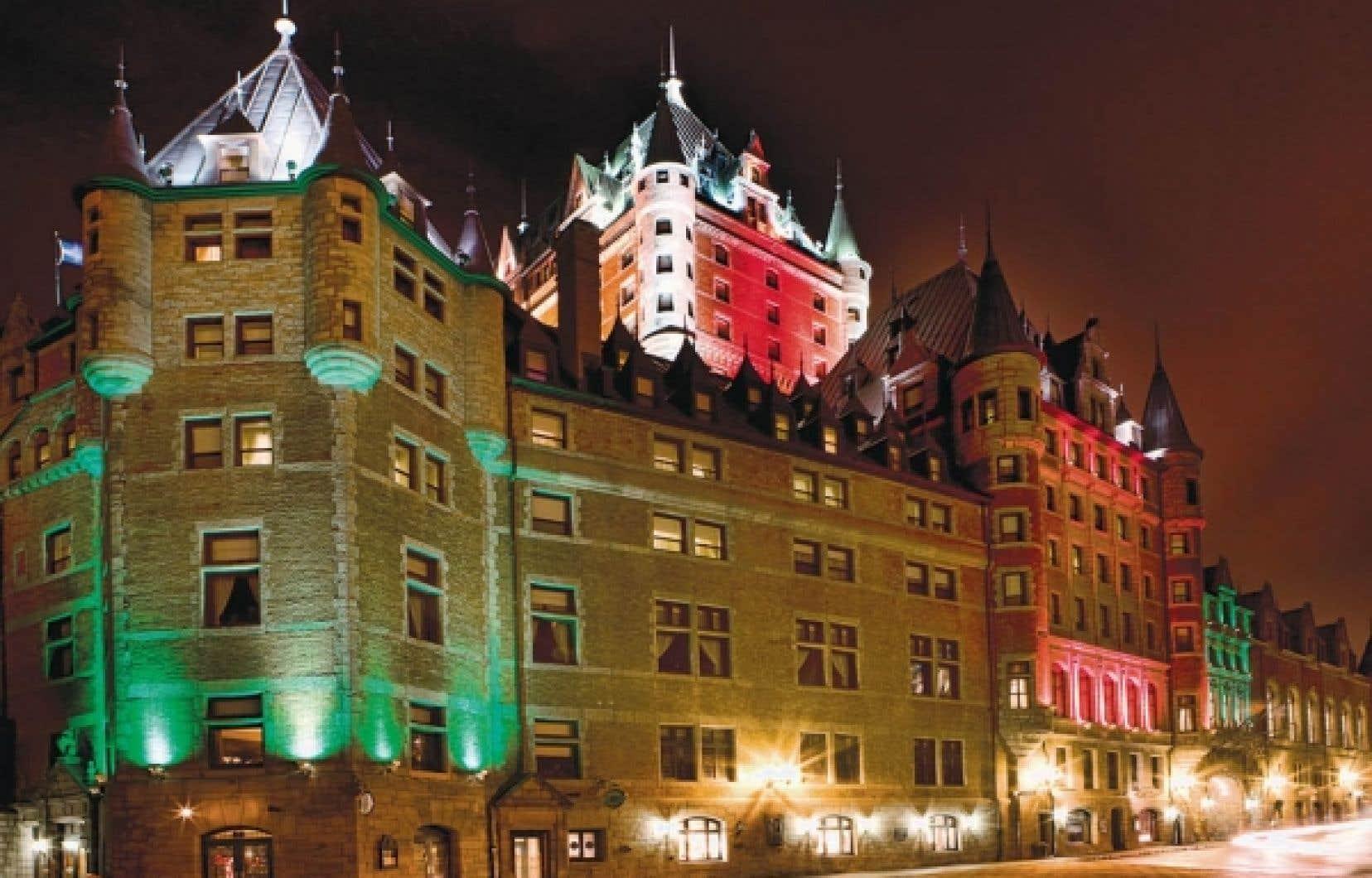Le Château Frontenac se fait une beauté le soir, à Québec.<br />