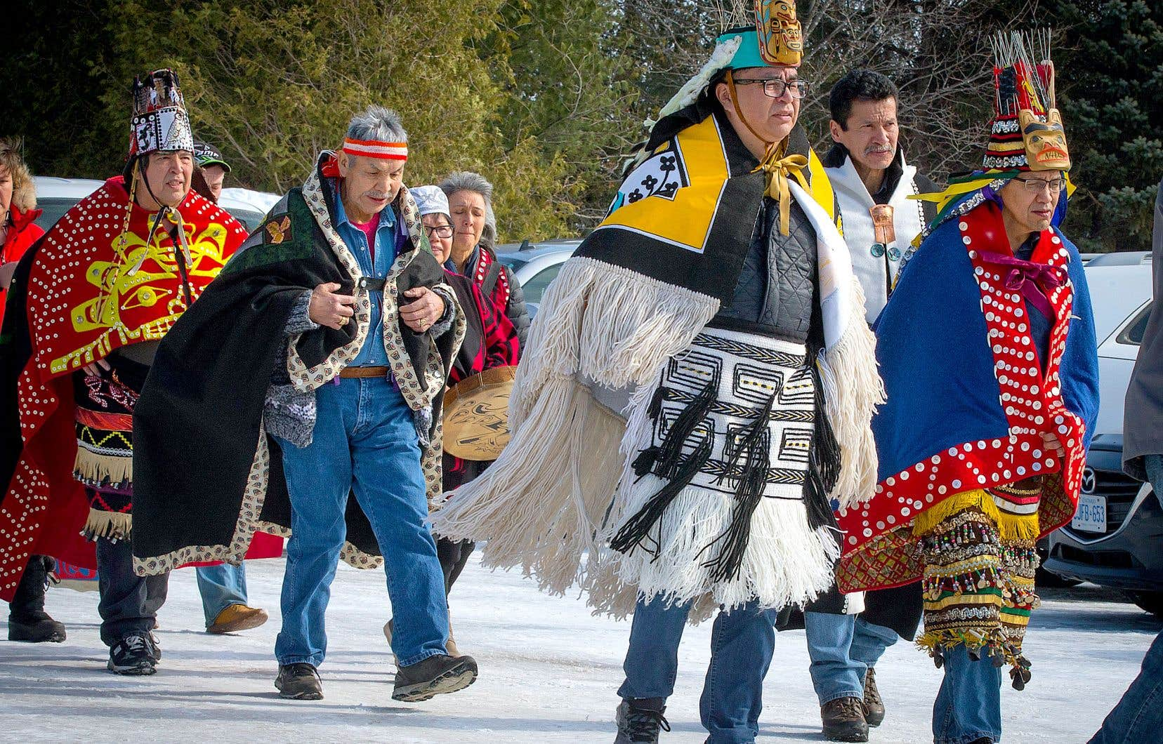 Les chefs héréditaires de la première nation de Wet'suwet'en ont visité des communautés mohawks de l'est du Canada. Samedi, ils étaient de passage à Kahnawake, au sud de Montréal.