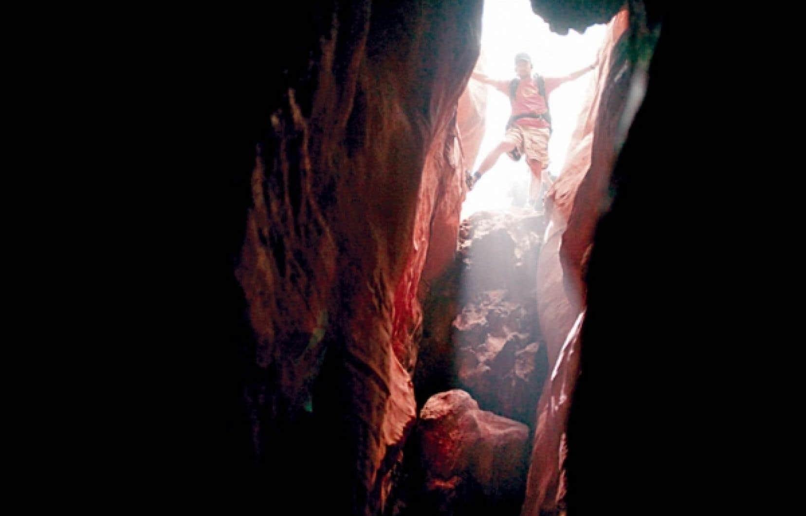 James Franco s'est beaucoup inspiré des vidéos tournées par Aron Ralston au fond de son trou, dans 127 Hours.<br />