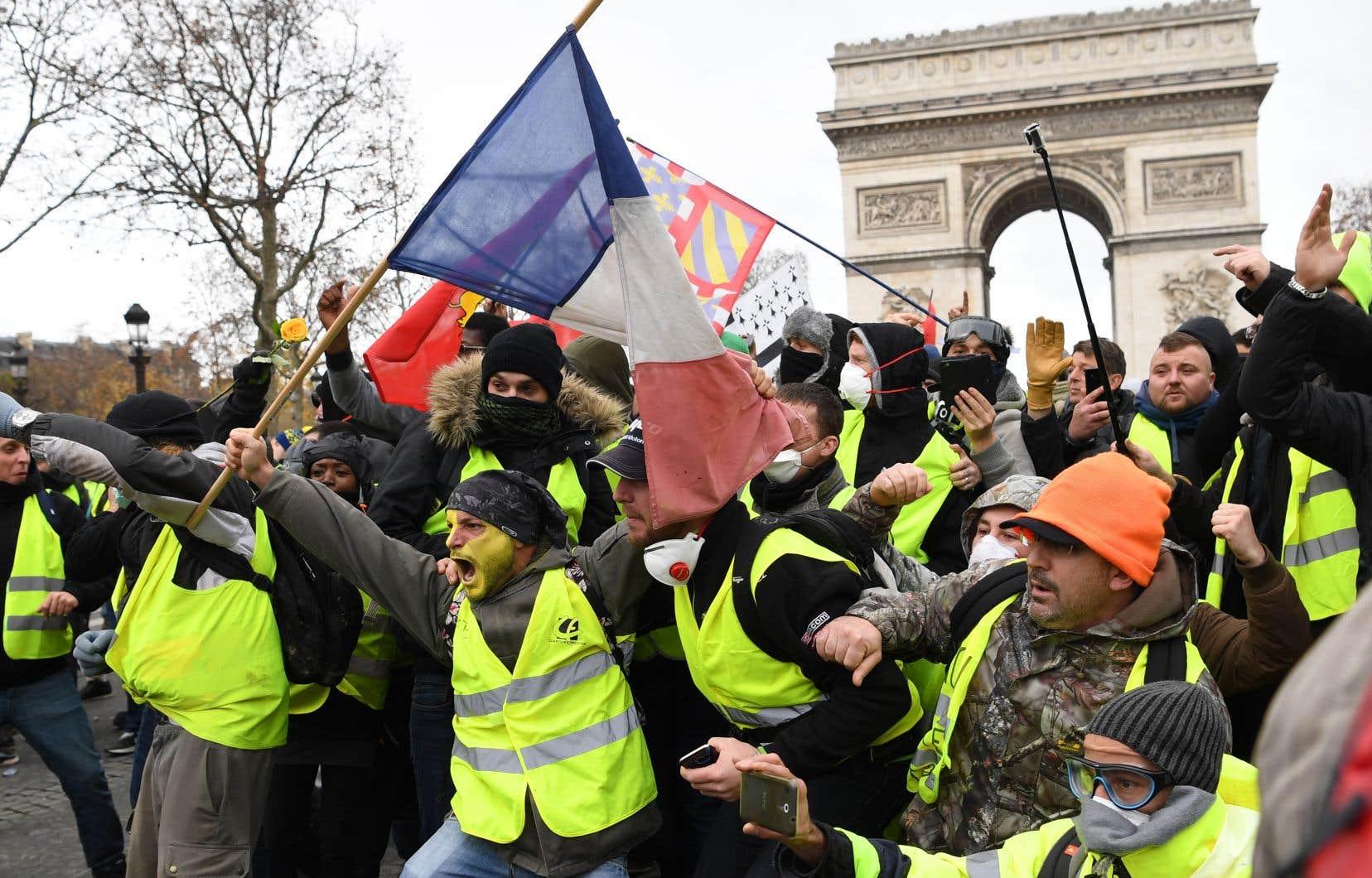 «Ainsi, les situations d'émeutes insurrectionnelles, qui ont eu lieu dans le cadre des mobilisations des Gilets jaunes en France en 2018-2019 ou, plus récemment, au Chili, ont complètement pris de court le pouvoir», souligne l'auteur.