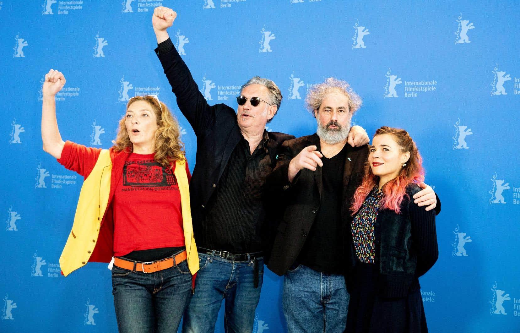 Les actrices Corinne Masiero et Blanche Gardin entouraient lundi les réalisateurs Benoît Delépine et Gustave Kervern lors de la présentation de leur comédie bien sentie à l'heure du numérique, «Effacer l'historique», à la Berlinale.