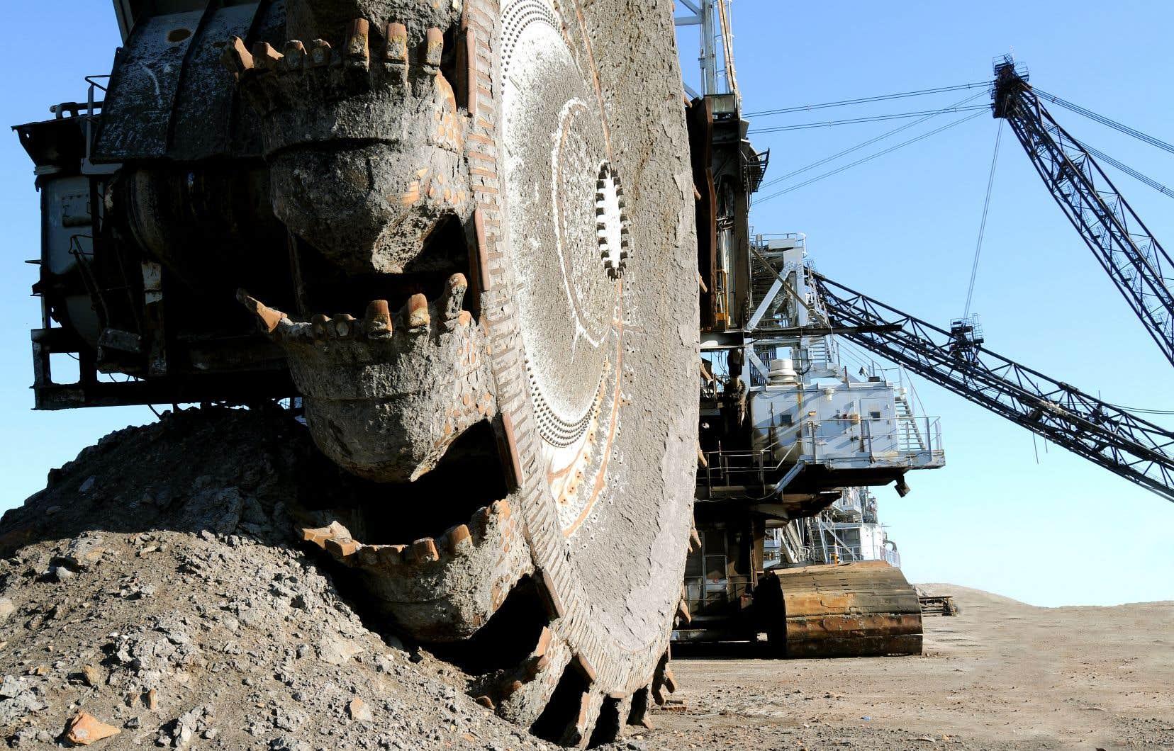 Une benne de récupération de sables bitumineux en Alberta