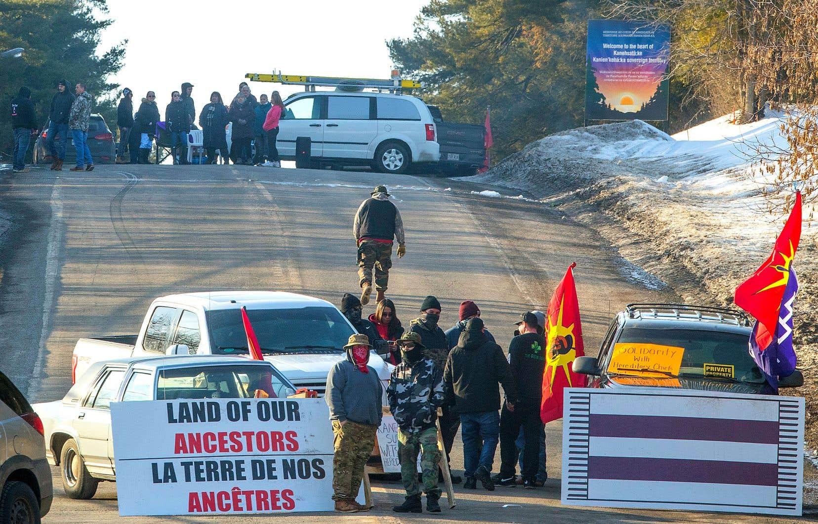 À Kanesatake, des mohawks ont bloqué la route 344, à Oka, triste rappel de la crise de 1990.