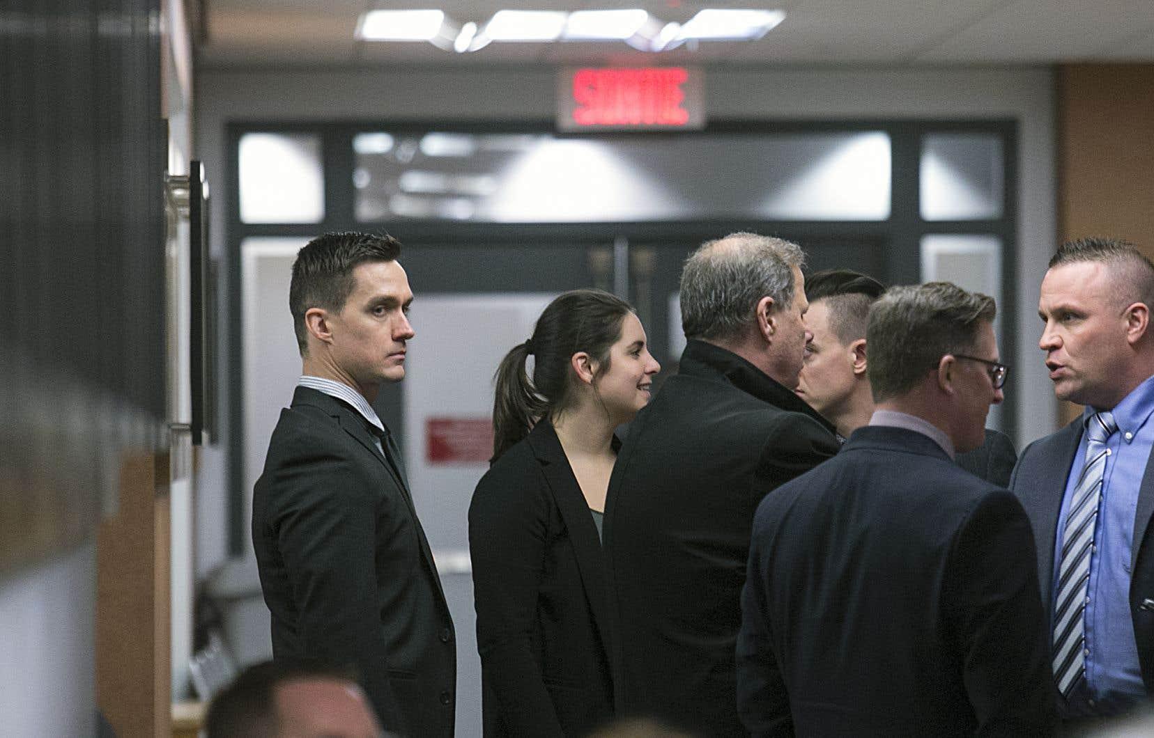 C'était au tour du policierMathieu Girard (à gauche) de témoigner.