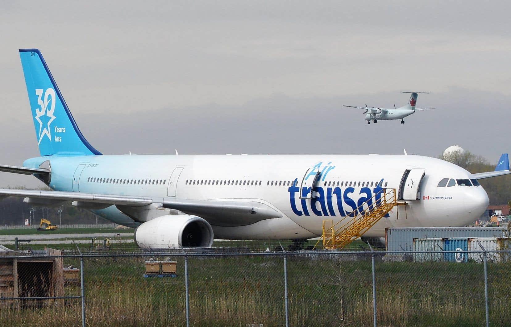 Air Transat défend sa décision. Dans un courriel envoyé au «Devoir», la compagnie aérienne indique qu'un médecin à bord a confirmé la toux et la fièvre de l'enfant.