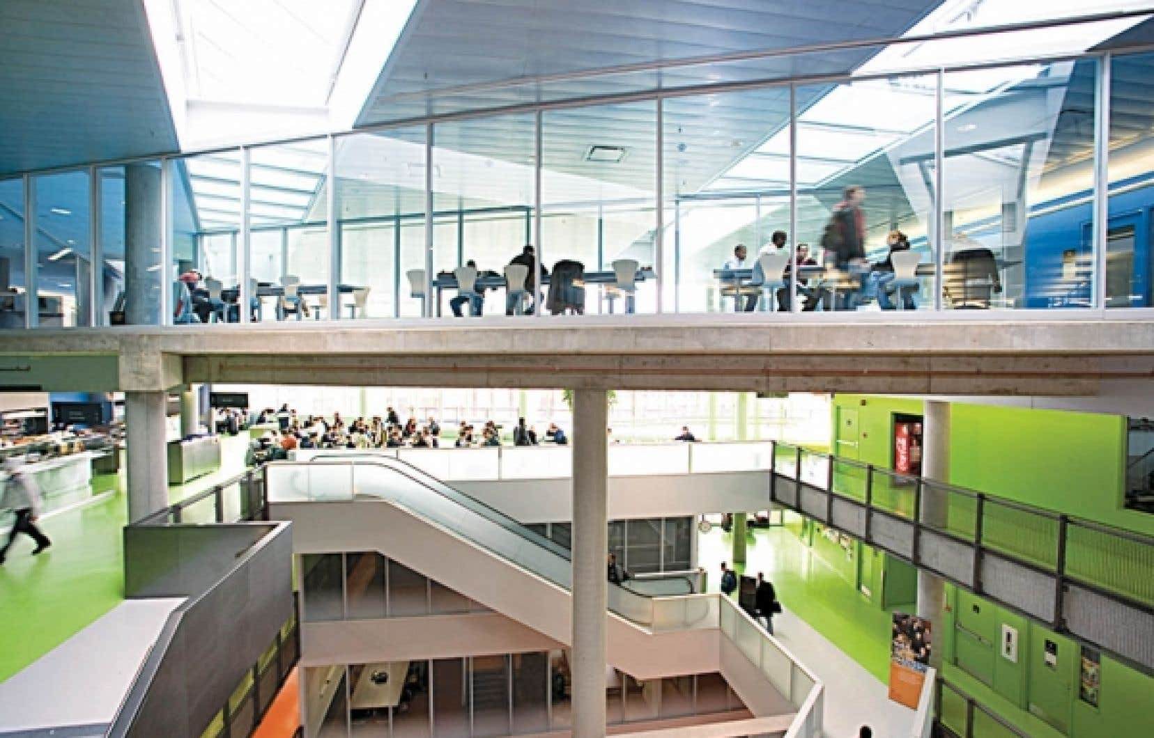 Les pavillons Lassonde de l'École polytechnique sont les premiers bâtiments universitaires canadiens à avoir obtenu la certification internationale LEED or du U. S. Green Building Council.<br />
