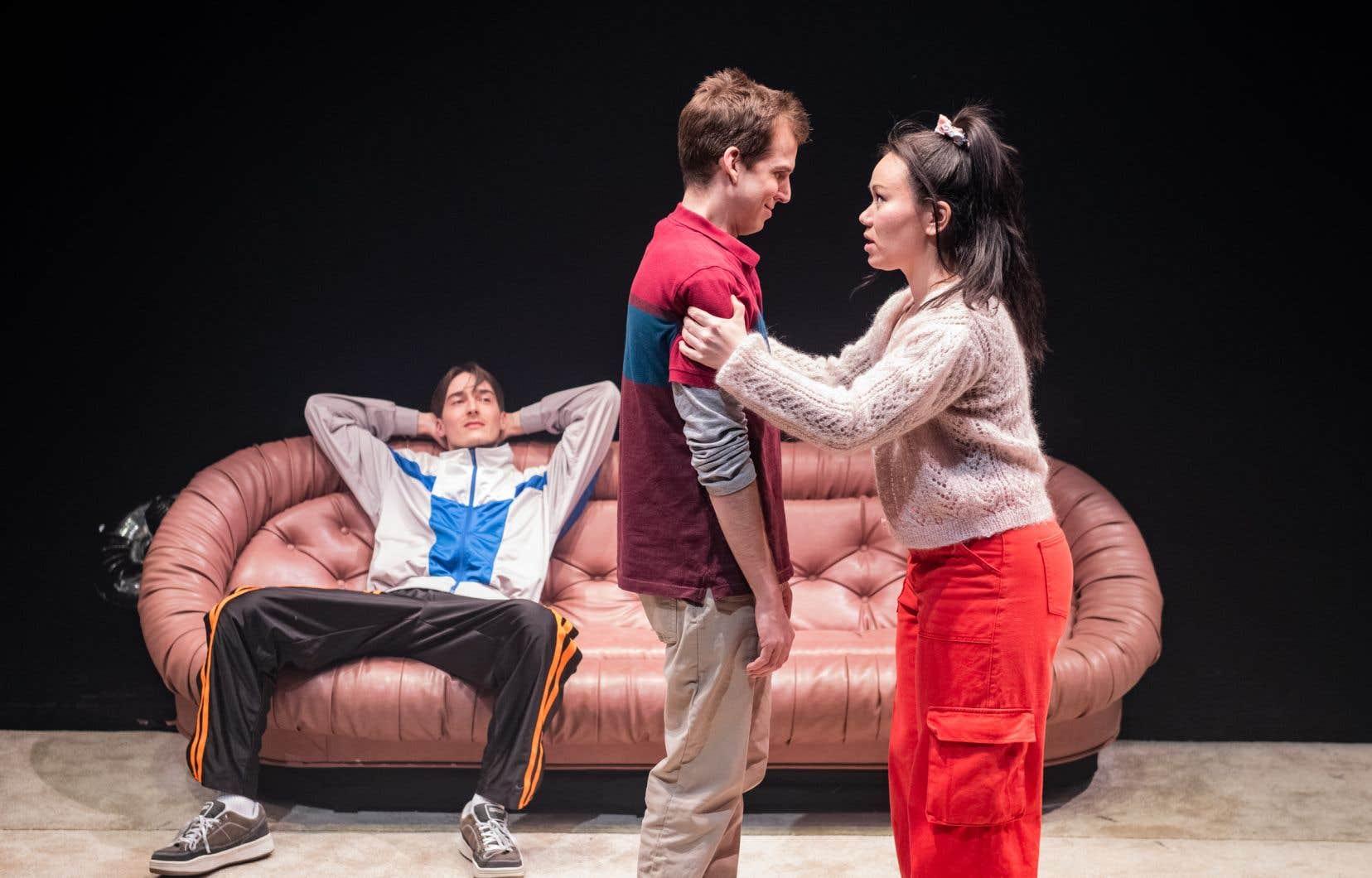 Samuel Brassard (au centre), Chloé Barshee et Guillaume Rodrigue incarnent Oli, So et Ben avec un bel abandon dans la pièce «Guide d'éducation sexuelle pour le nouveau millénaire».