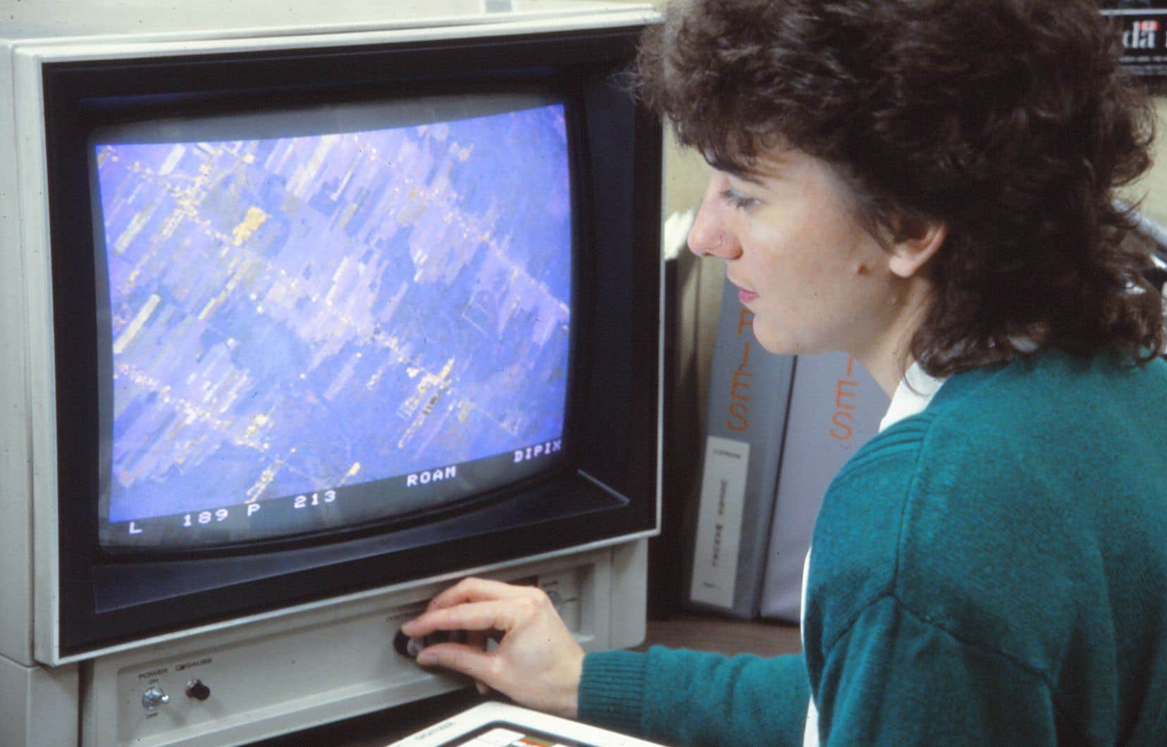 Au milieu des années 1980, avant son doctorat à l'INRS, Monique Bernier a occupé le poste de scientifique de l'environnement au Centre canadien de télédétection, à Ottawa.