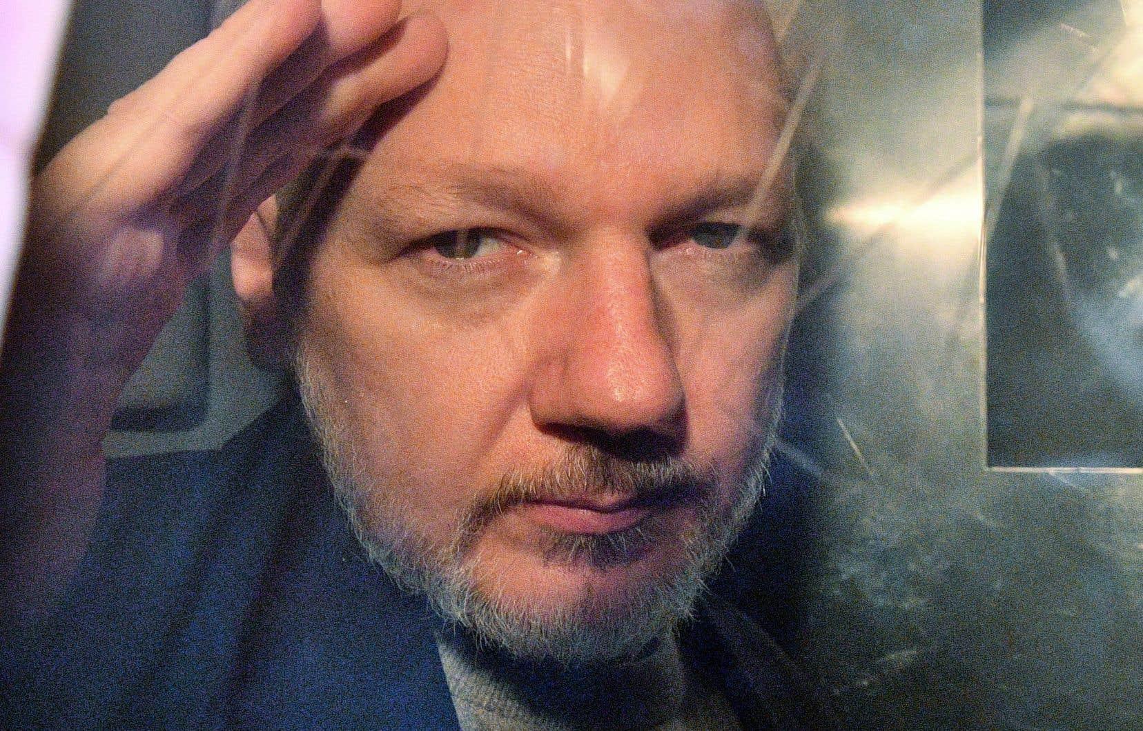 Julian Assange est poursuivi aux États-Unis pour avoir diffusé à partir de 2010 plus de 700000 documents classifiés sur les activités militaires et diplomatiques américaines.