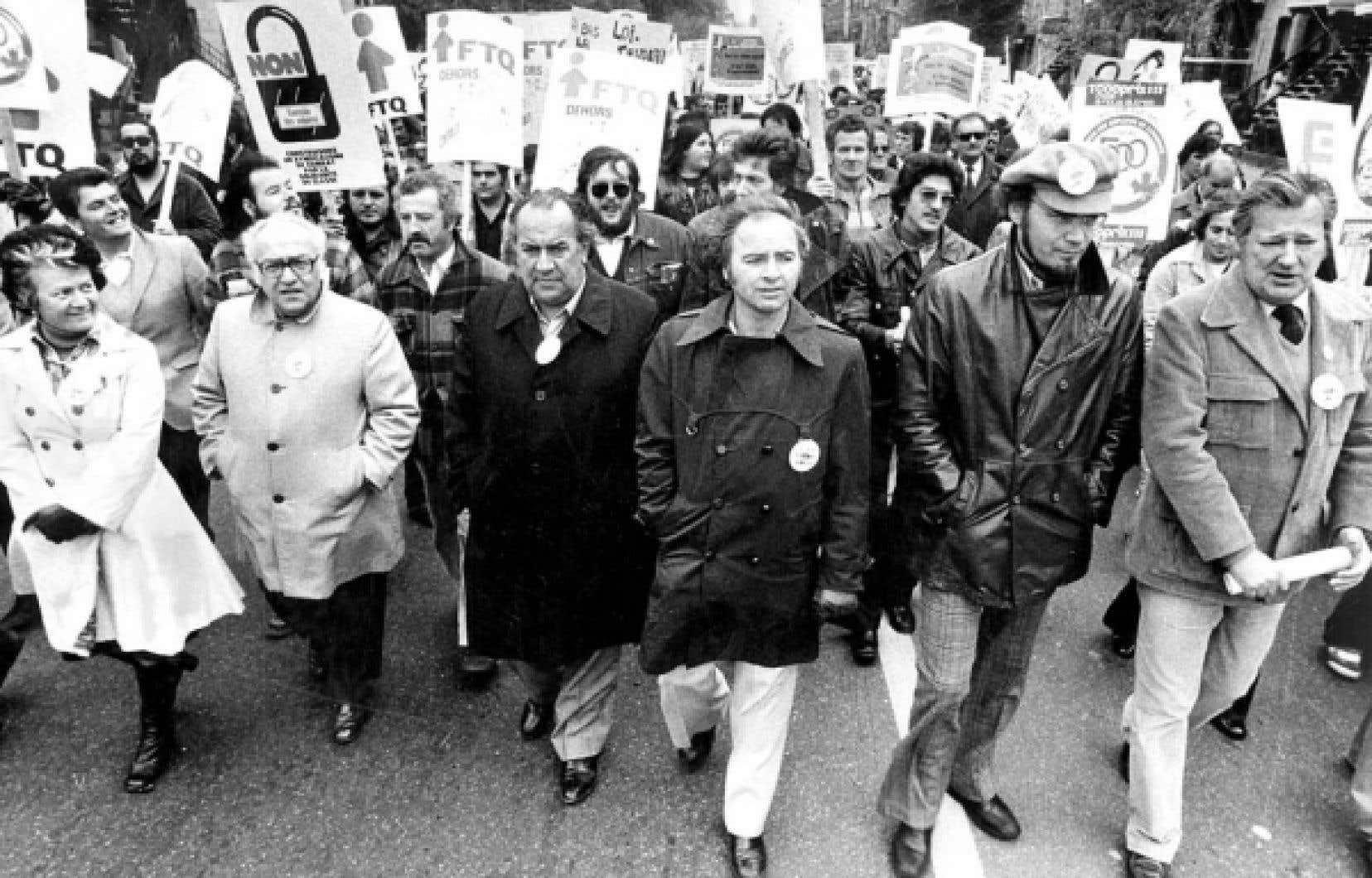 Des chefs d&eacute;filent pour s&rsquo;opposer aux mesures anti-inflationnistes &agrave; Montr&eacute;al, le 14 octobre 1976.<br />