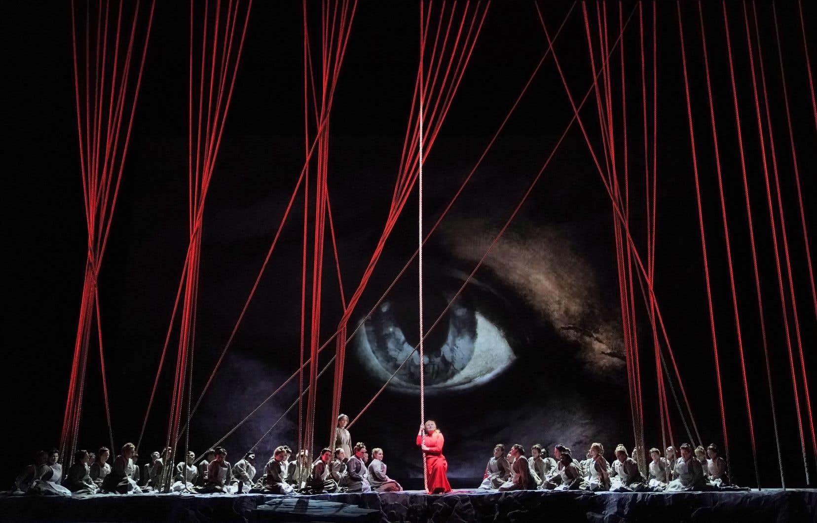 La nouvelle production, qui prend l'affiche du Met le 2mars, met en vedette la soprano Anja Kampe dans le rôle de Senta.