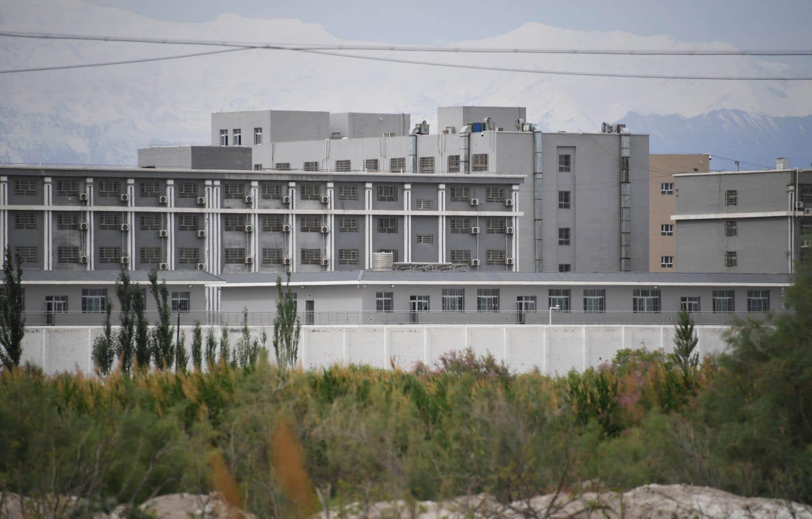 Entre 2017 et 2019, plus de 80000 Ouïghours ainsi emprisonnés dans la région du Xinjiang ont été transférés ailleurs en Chine dans des usines.