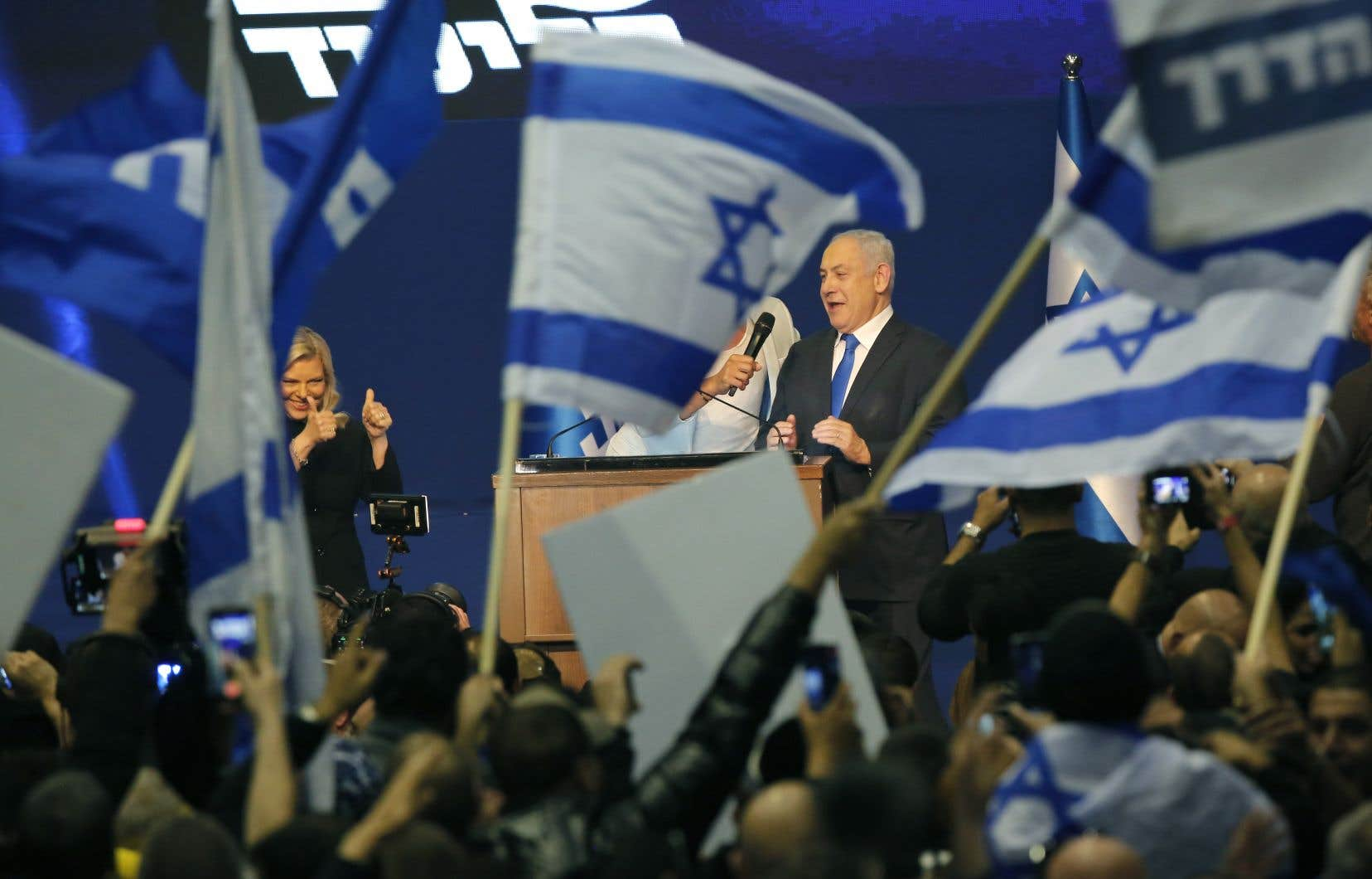 Benjamin Nétanyahou s'est rendu dans la nuit à Tel-Aviv où ses partisans, les «Likoudniks», l'ont accueilli par un concert de vivats et de «Bibi roi d'Israël».