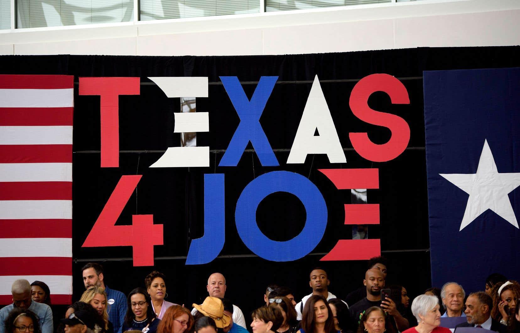 À Houston, sous des applaudissements fournis et devant un parterre composé en majorité d'Afro-Américains, le vice-président a mentionné à plusieurs reprises l'héritage de Barack Obama, dont il a été le bras droit.