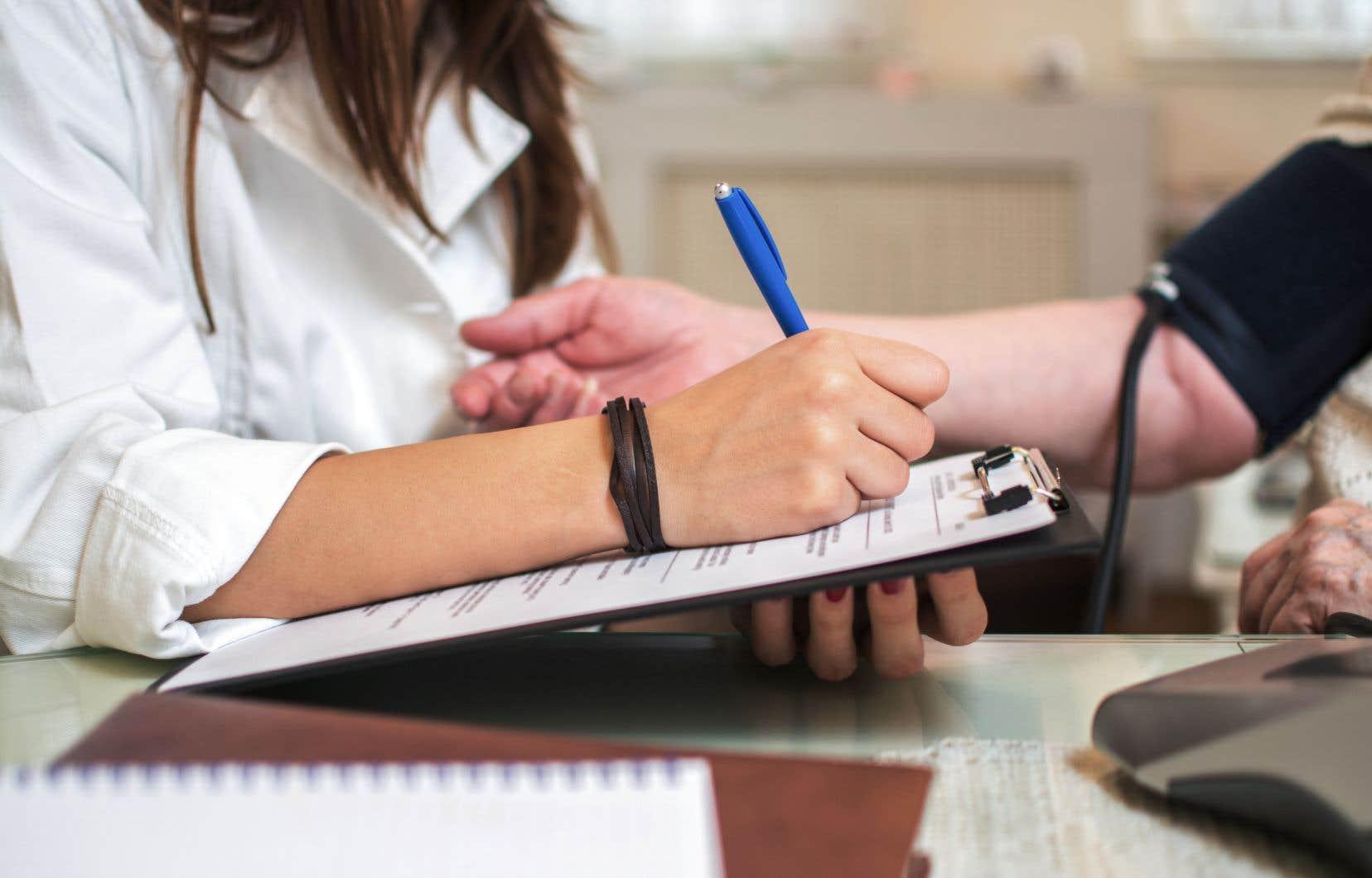 À l'heure actuelle, on recense 573infirmières praticiennes spécialisées (IPS)au Québec, mais le gouvernement s'est donné pour objectif d'en avoir 2000 en 2024-2025.