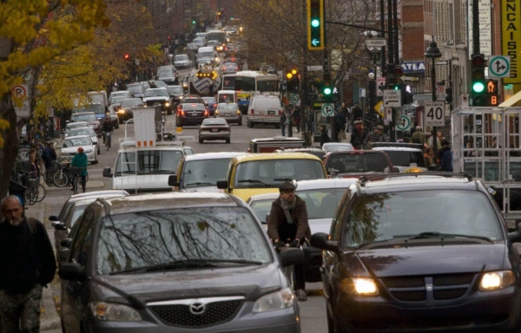 La Ville a amorcé un certain travail de réduction des dépenses en demandant aux arrondissements de dénicher 50 millions de dollars. C'est bien, mais cela demeure nettement insuffisant.<br />