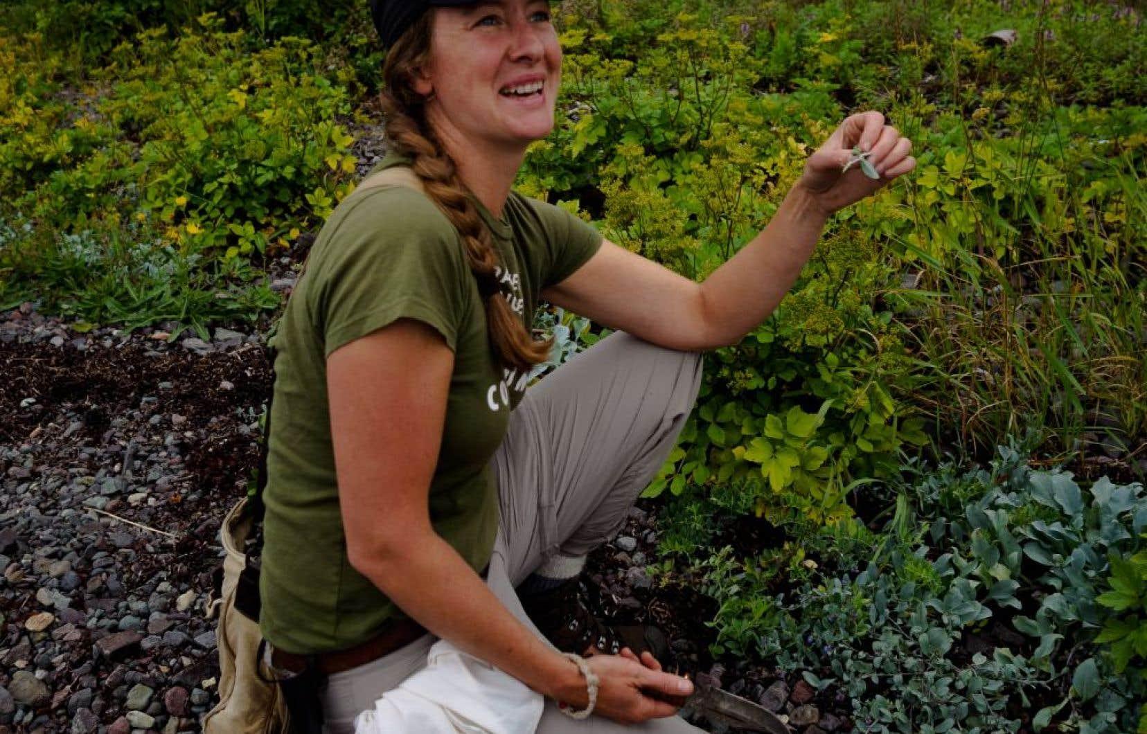 Lori McCarthy a créé son entreprise Cod Sounds, afin de partager le savoir-faire traditionnel que lui ont transmis ses parents, la cuisine par sa mère et la chasse et la pêche par son père