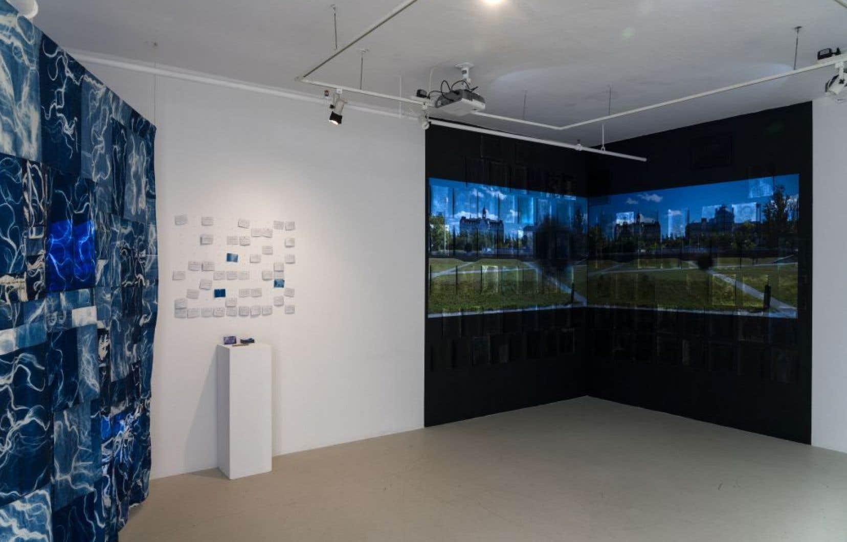Vue partielle de l'exposition «La track» avec les oeuvres ici des artistes Hannah Brancato et Ada Pinkston