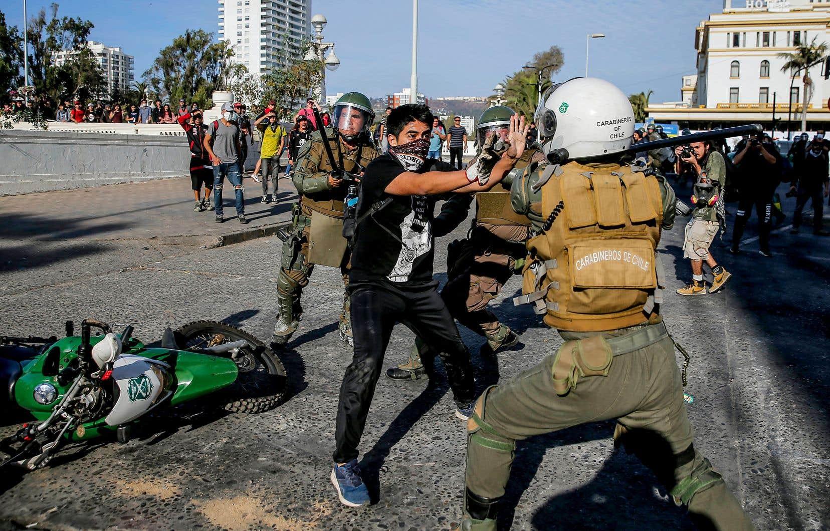 Depuis le 18octobre 2019, point de départ d'un soulèvement citoyen et populaire toujours très vivant, on y constate de multiples atteintes aux droits de la personne.