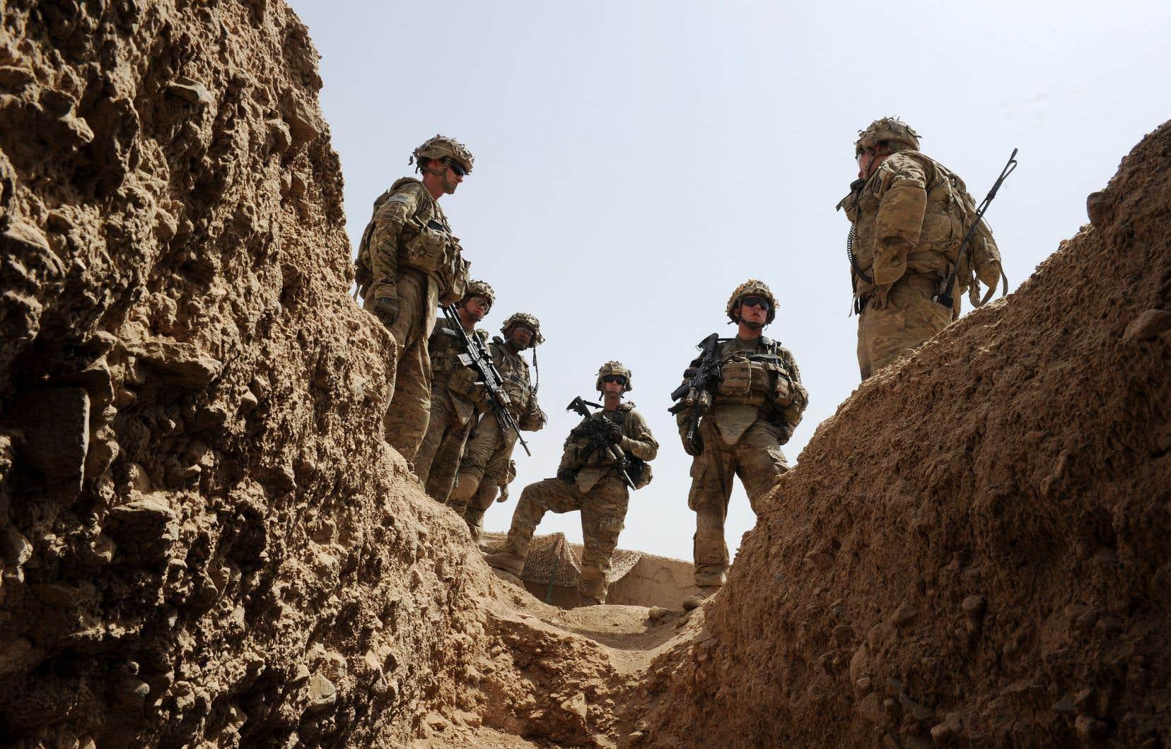 La procureure de la Cour, Fatou Bensouda, souhaite examiner non seulement des crimes présumés commis par des combattants talibans et les unités afghanes progouvernementales, mais aussi des crimes commis par les forces internationales, notamment les troupes américaines.