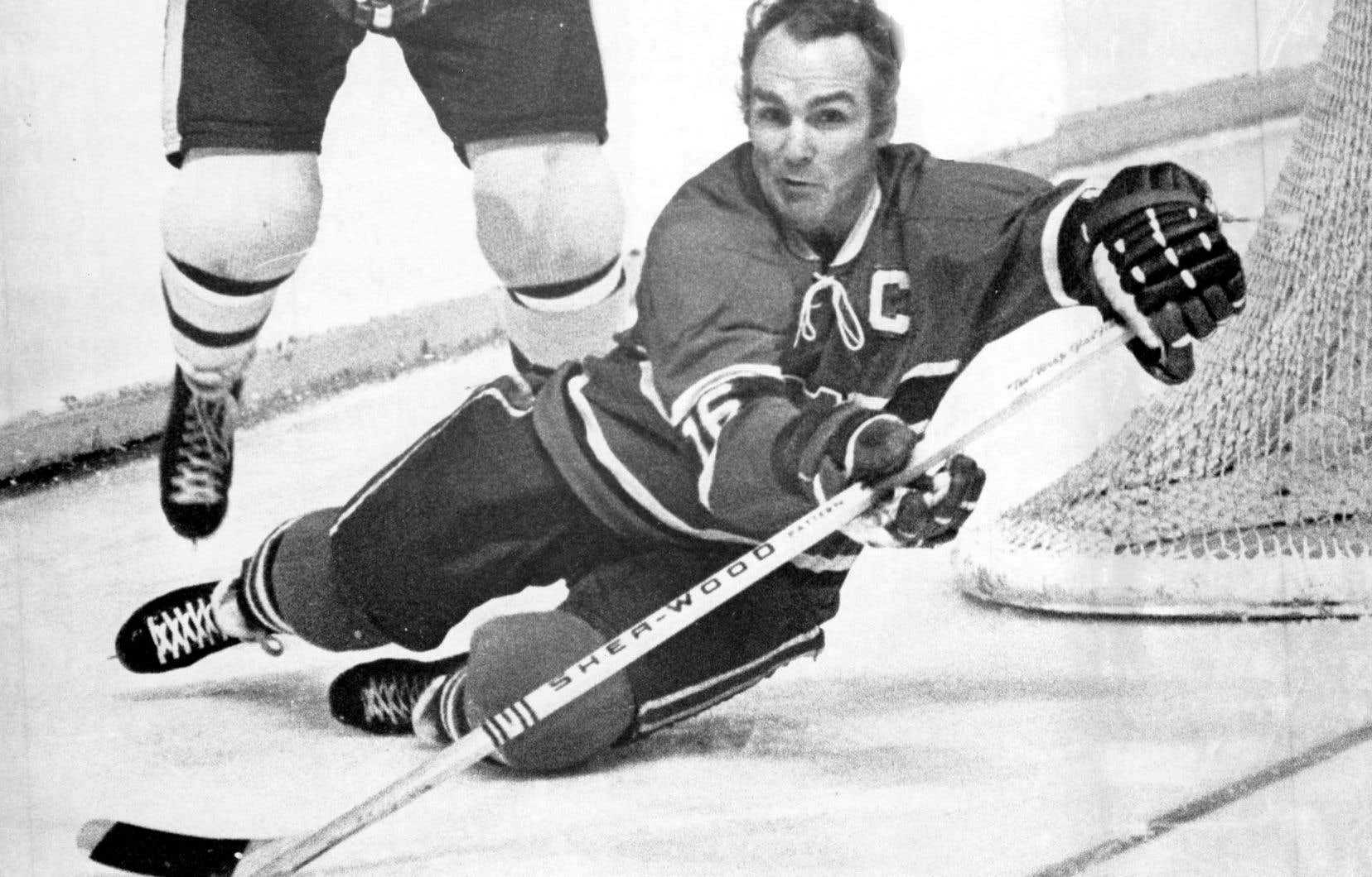 Henri Richard a été capitaine du Canadien de Montréal de 1971 à 1975. Sur la photo, on le voit en action contre les Maple Leafs de Toronto, le 15 mars 1972.