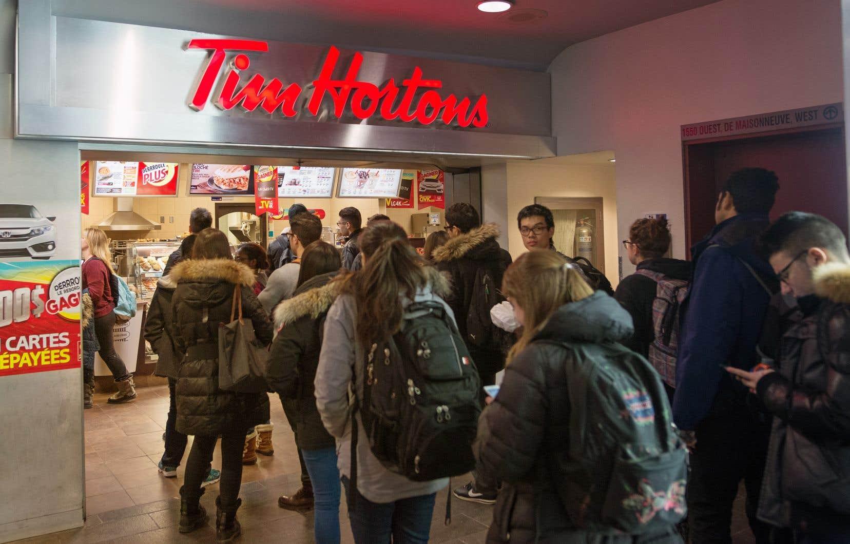 Tim Hortons a dit avoir pris sa décision après avoir sollicité les commentaires de ses propriétaires de restaurants ainsi que de ses clients.