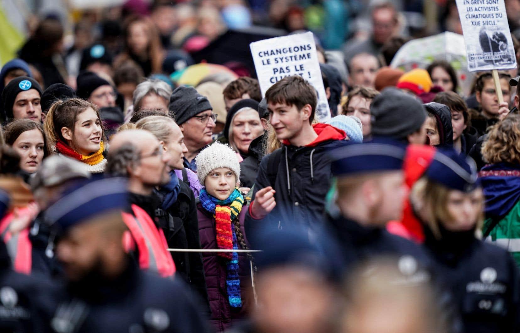 Les milliers de manifestants ont accompagné la militante écologiste suédoise Greta Thunberg pendant la marche dans la capitale belge.