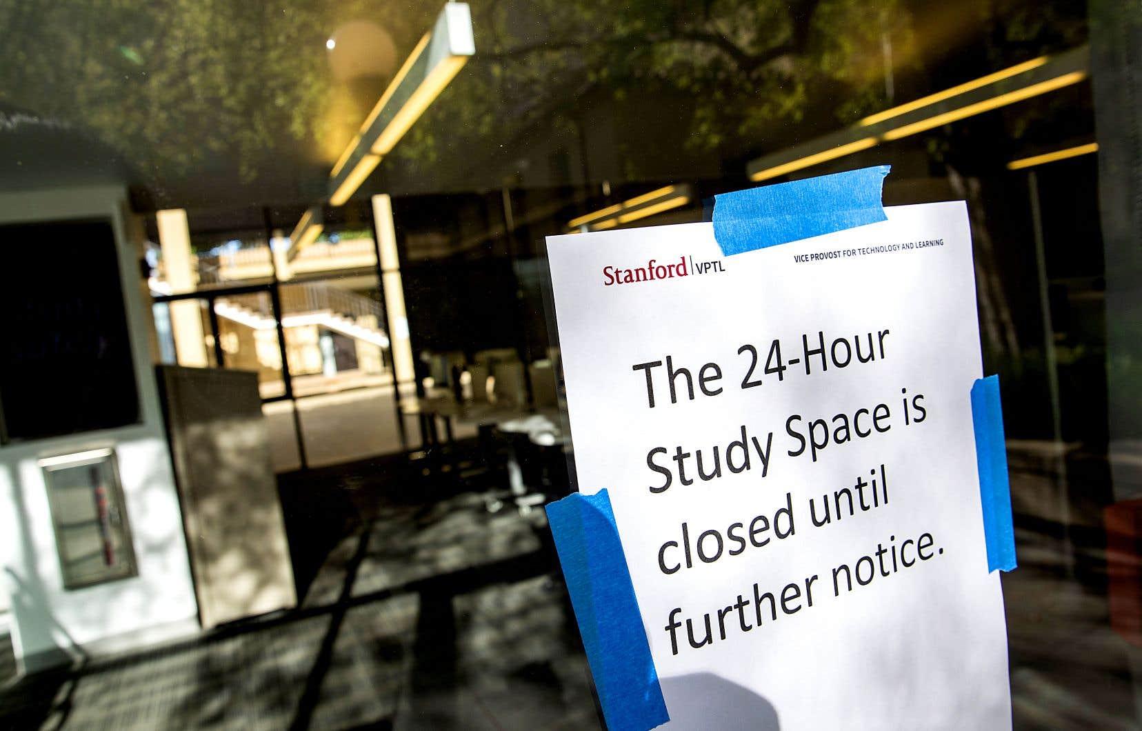 À l'Université Stanford, près de San Francisco, un local d'étude est demeuré fermé aux étudiants, lundi. La direction de l'université américaine a annoncé que les cours seraient désormais donnés sur Internet pour le reste du trimestre après qu'un cas d'infection au coronavirus a été signalé par le personnel de la clinique du campus.