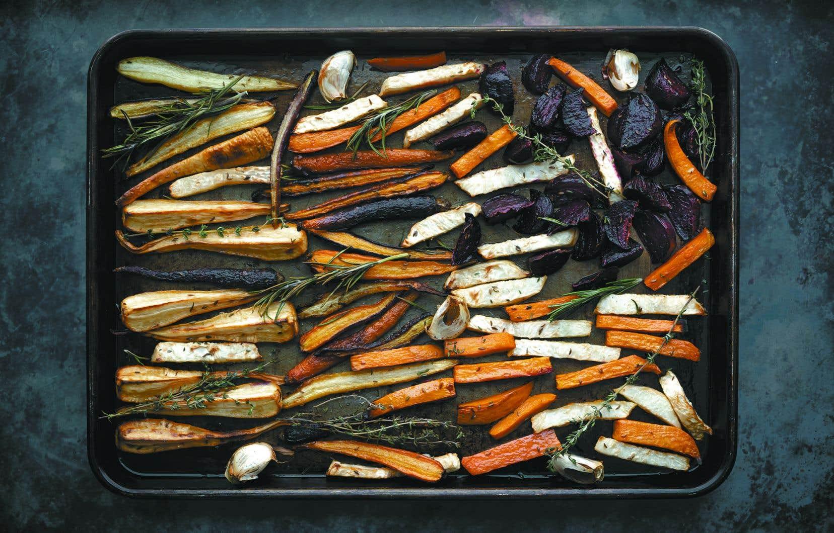 Cette recette de légumes rôtis et caramélisés s'adapte au fil de l'année en remplaçant ou ajoutant des légumes selon vos goûts et les saisons.