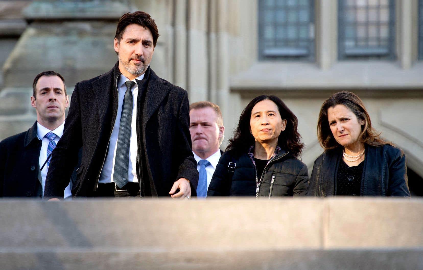 Le premier ministre Justin Trudeau s'est lui-même retrouvé dans une conférence la semaine dernière où l'un des participants s'est avéré infecté par le coronavirus.