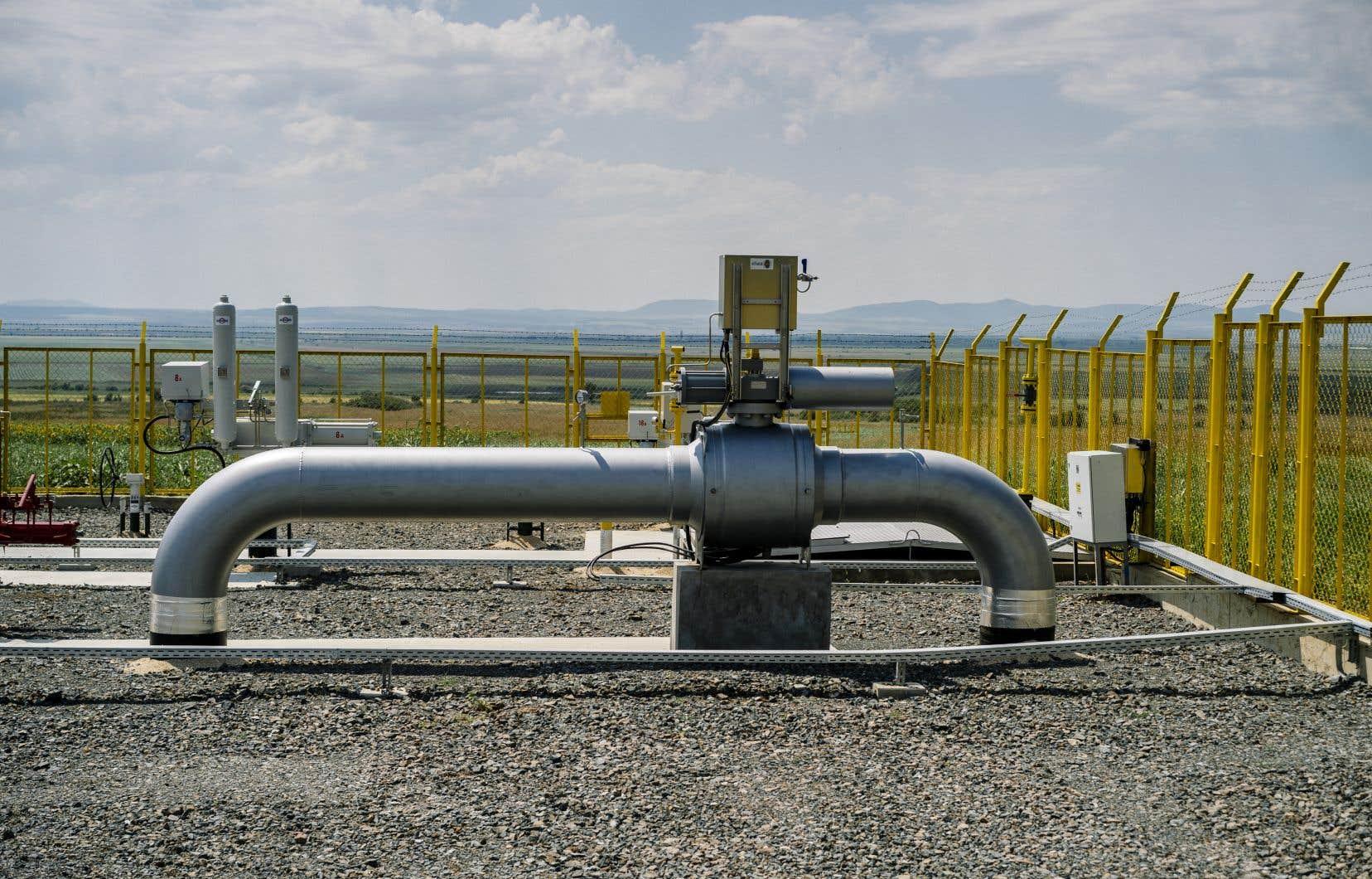 Gazoduq, le promoteur de la canalisation, et GNL Québec, derrière le projet Énergie Saguenay, ont encaissé un dur coup la semaine dernière après avoir vu un important investisseur se désister en raison du «contexte politique canadien des dernières semaines», marqué notamment par des blocus ferroviaires.