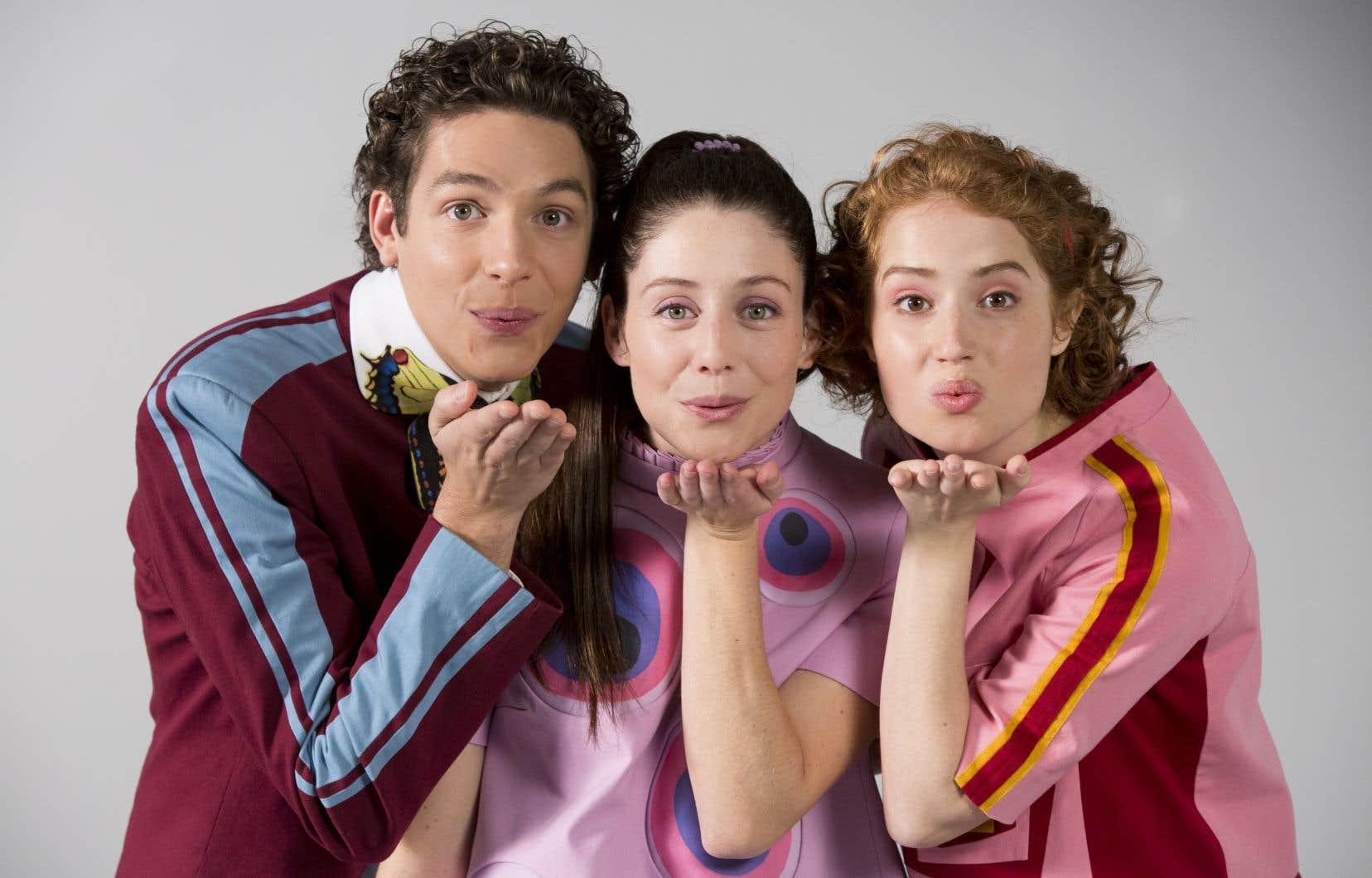 Jean-François Pronovost (Passe-Montagne),Élodie Grenier (Passe-Partout)et Gabrielle Fontaine (Passe-Carreau) enfileront leurs costumes colorés pour ce spectacle d'une cinquantaine de minutes intitulé «Coucou Passe-Partout».