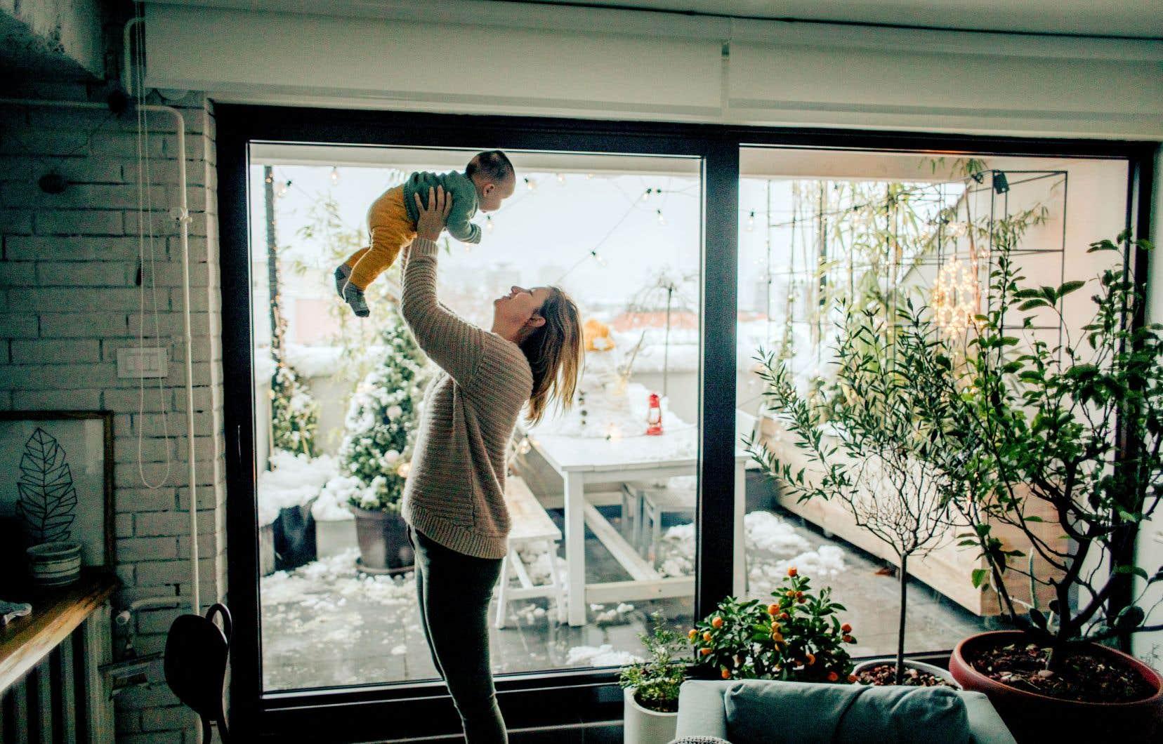 Les parents adoptants auront désormais accès au même nombre de semaines de prestations parentales que les parents biologiques.