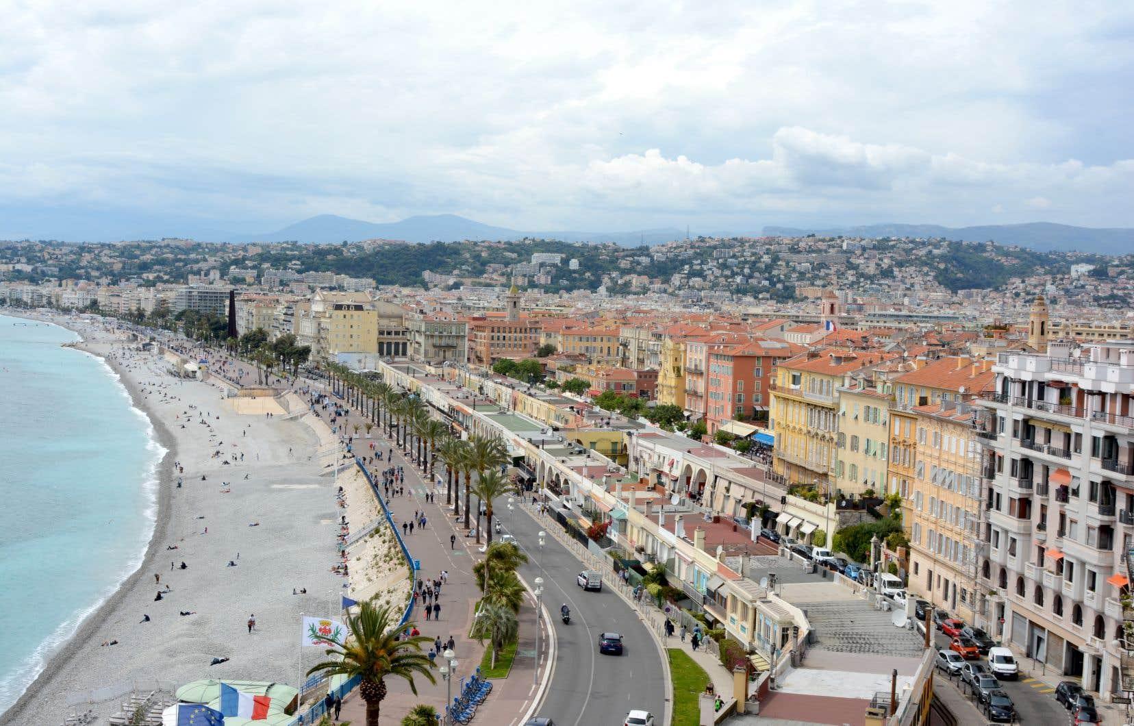 Nice et sa promenade des Anglais, qui s'étire sur sept kilomètres entre les plages de la baie des Anges et les hôtels Belle Époque.