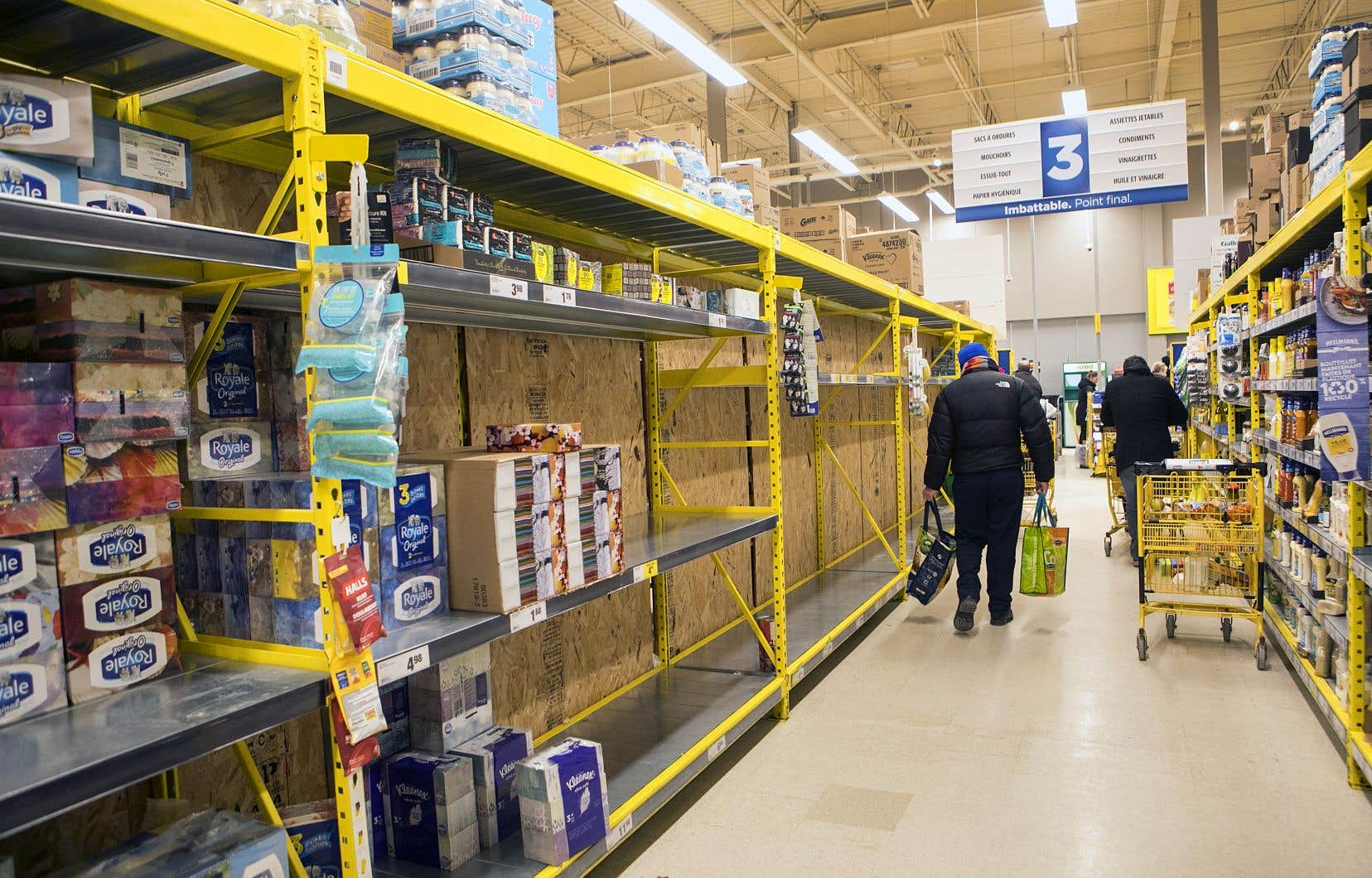 Dans un vent de panique qui a traversé le Québec jeudi, les rayons de papier de toilette se sont vidés.