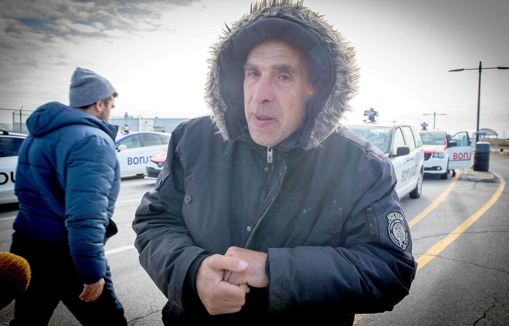 Fadi El Hajj est chauffeur de taxi à Montréal. Ses collègues et lui se retrouvent en première ligne dans la propagation du coronavirus puisqu'ils sont souvent les premiers à entrer en contact avec les touristes ou les citoyens de retour au pays.