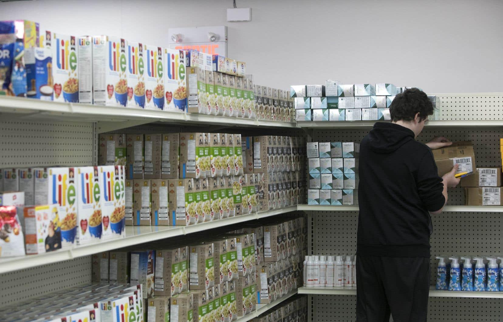 Moisson Montréal affirme qu'il approvisionne des organismes qui répondent à 567000 demandes d'aide alimentaire par mois sur l'île de Montréal.