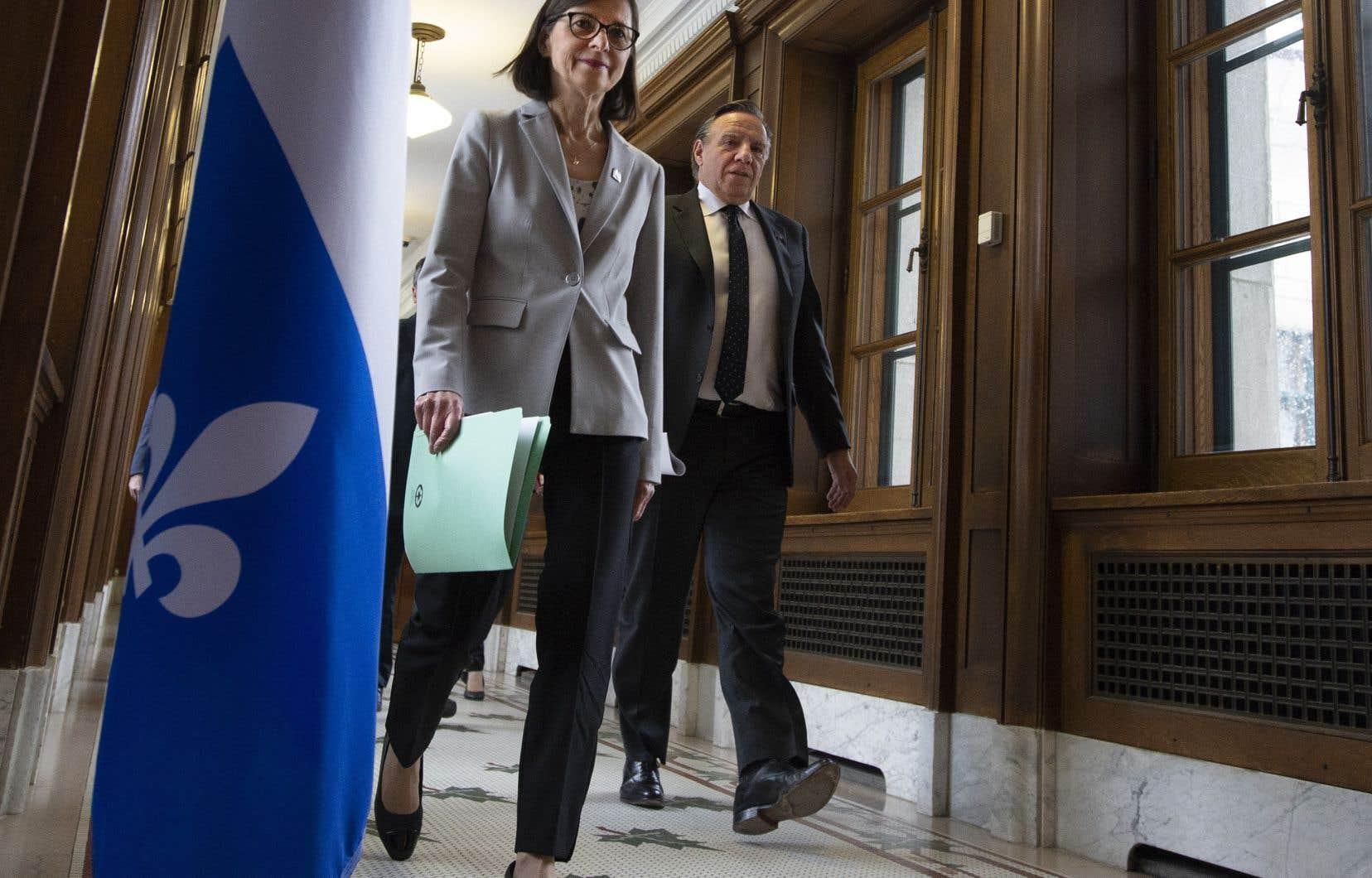 FrançoisLegault compte sur l'aide des députés afin de répondre aux questions des citoyens et relayer au gouvernement toute suggestion.