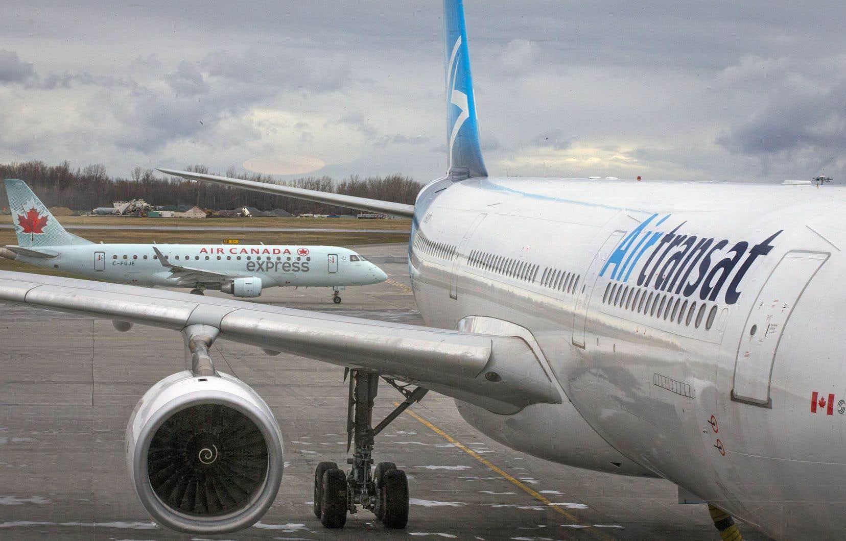 En ce qui concerne les vols intérieurs, les clients sont invités à vérifier que leur vol est maintenu sur le site web.